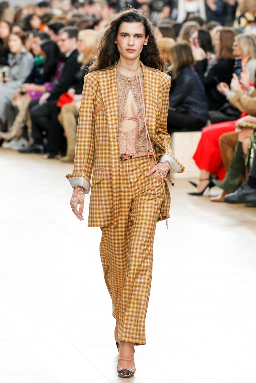 Fashion Week Paris Fall/Winter 2017 look 5 from the Nina Ricci collection womenswear