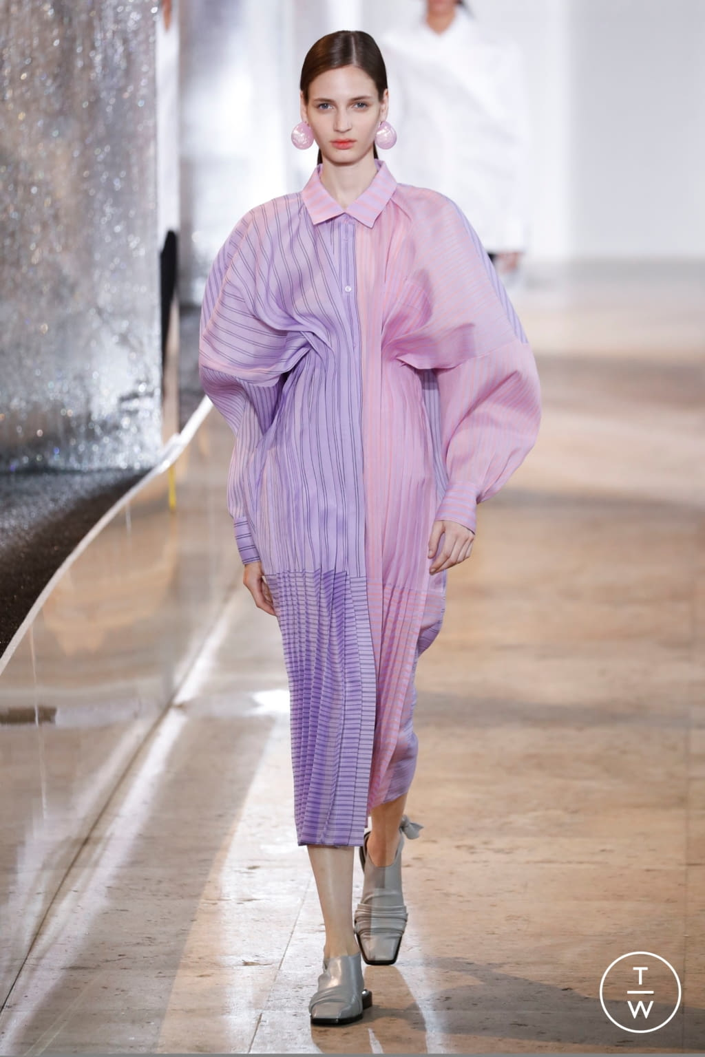 Fashion Week Paris Spring/Summer 2020 look 13 from the Nina Ricci collection womenswear