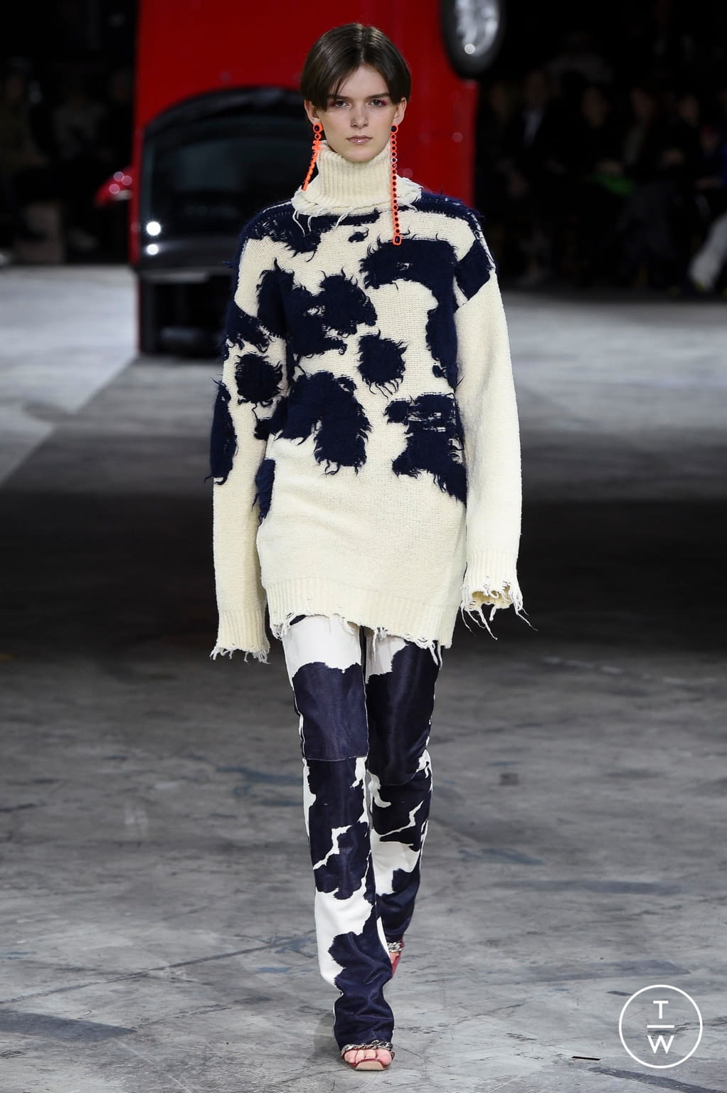 Fashion Week Paris Fall/Winter 2020 look 6 from the Off-White collection womenswear