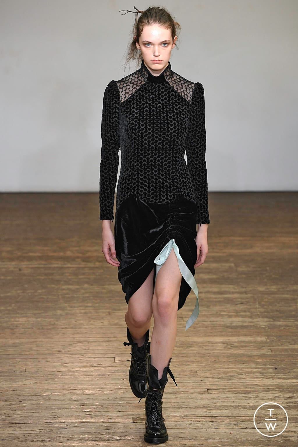 Fashion Week Paris Spring/Summer 2019 look 23 from the Olivier Theyskens collection womenswear