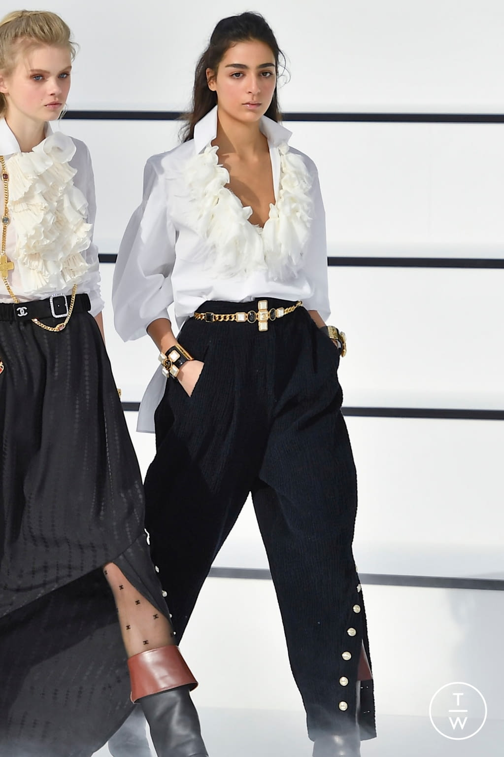 Fashion Week Paris Fall/Winter 2020 look 66 from the Chanel collection womenswear