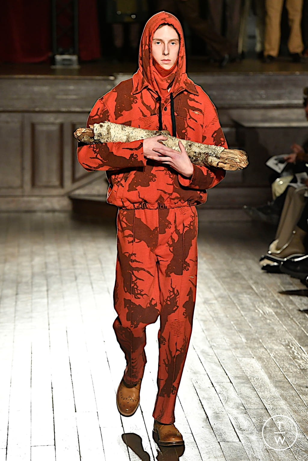 Fashion Week Paris Fall/Winter 2020 look 21 from the PHIPPS collection menswear