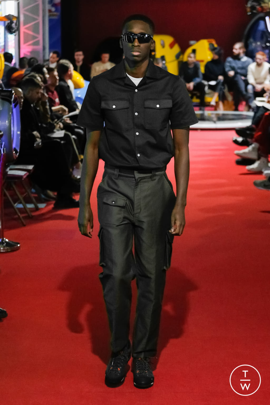 Fashion Week Paris Fall/Winter 2019 look 1 from the PHIPPS collection menswear