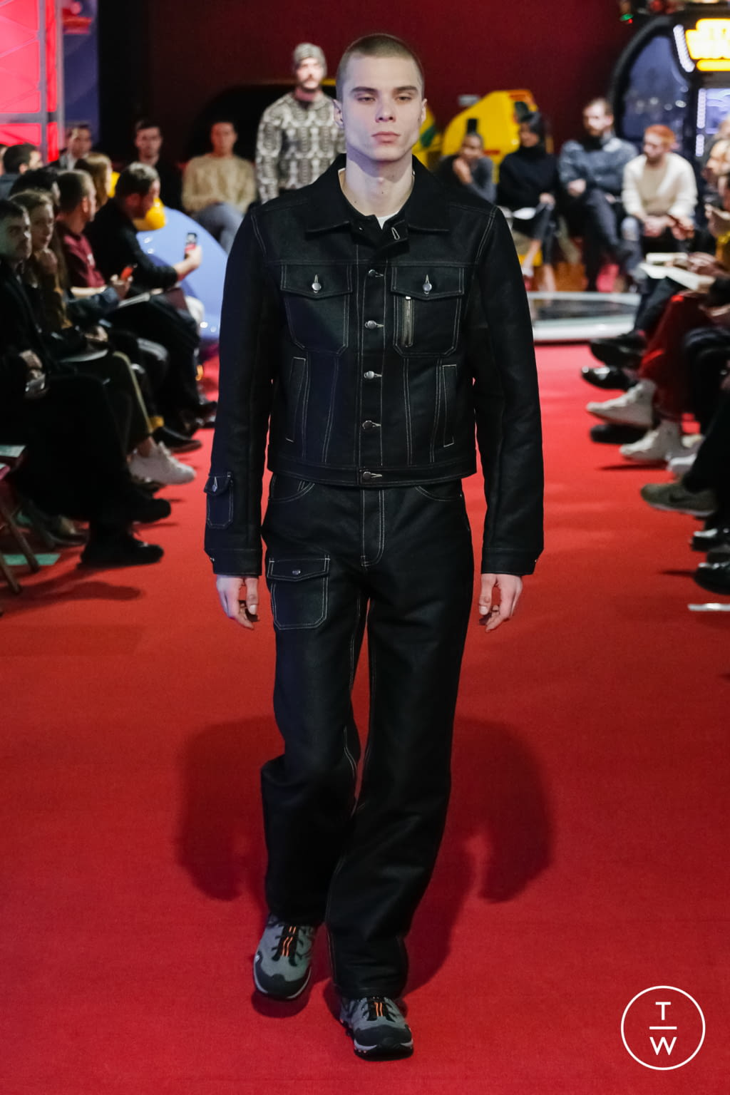 Fashion Week Paris Fall/Winter 2019 look 2 from the PHIPPS collection menswear