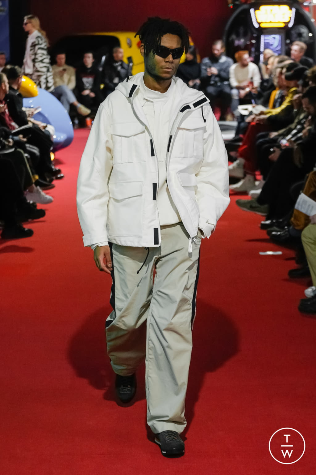 Fashion Week Paris Fall/Winter 2019 look 10 de la collection PHIPPS menswear