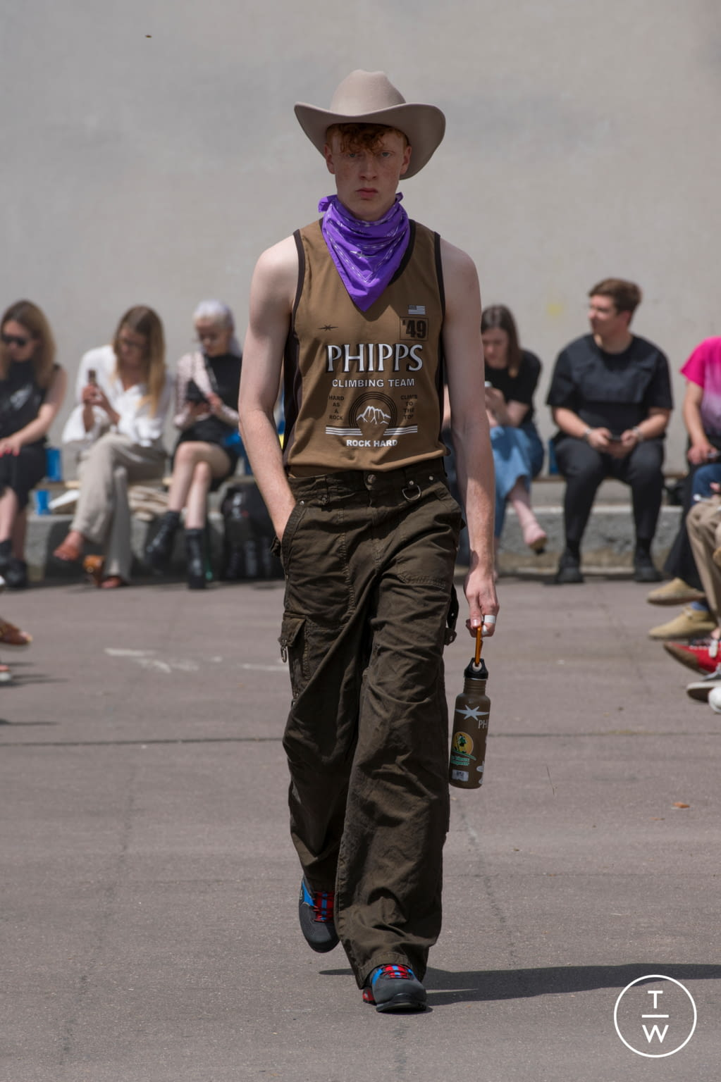 Fashion Week Paris Spring/Summer 2020 look 1 de la collection PHIPPS menswear