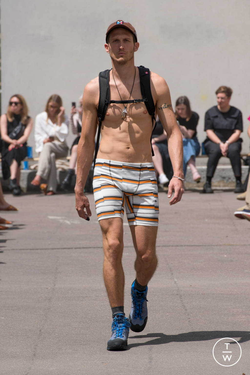Fashion Week Paris Spring/Summer 2020 look 4 from the PHIPPS collection menswear