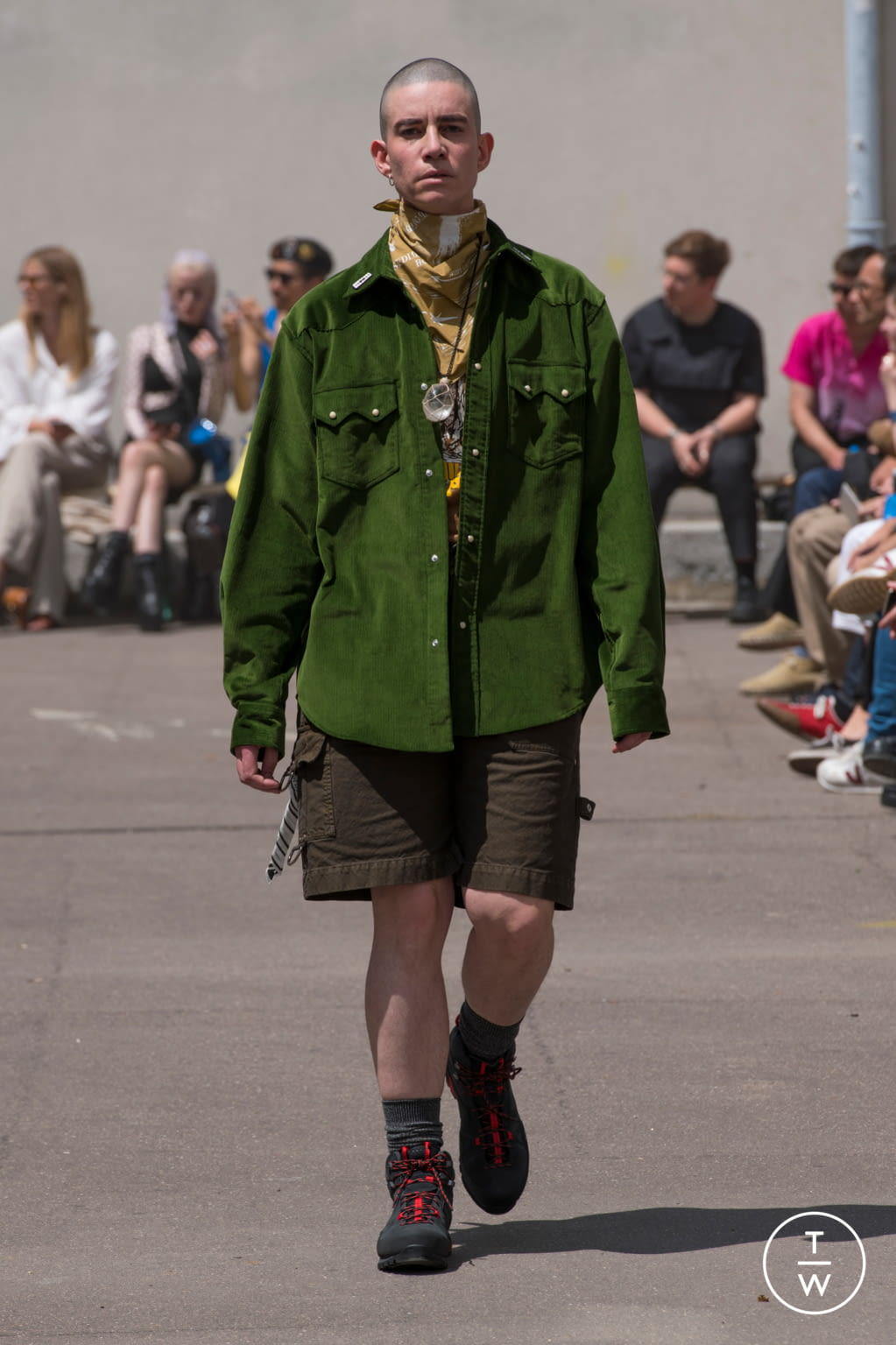 Fashion Week Paris Spring/Summer 2020 look 7 from the PHIPPS collection menswear