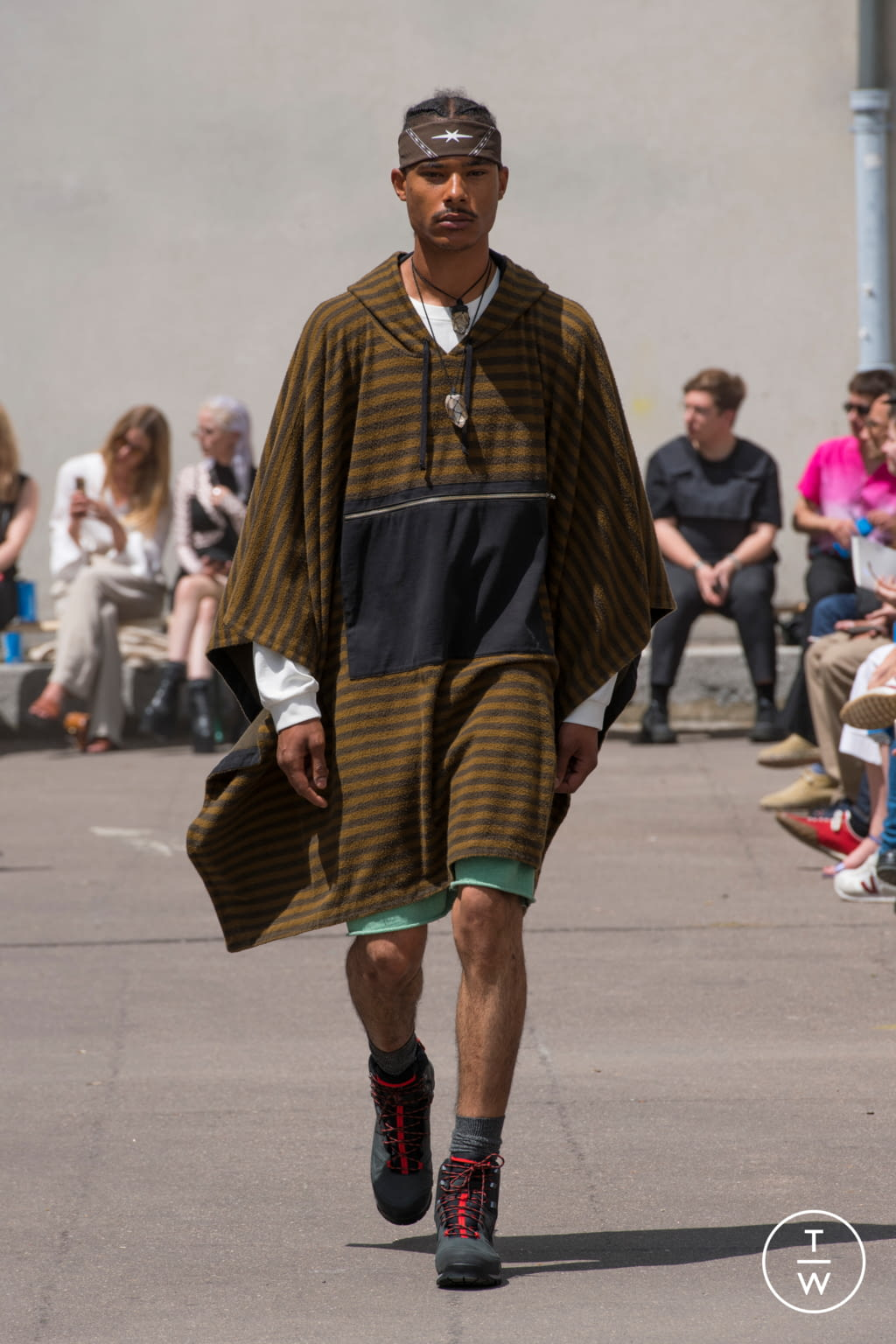 Fashion Week Paris Spring/Summer 2020 look 8 from the PHIPPS collection menswear