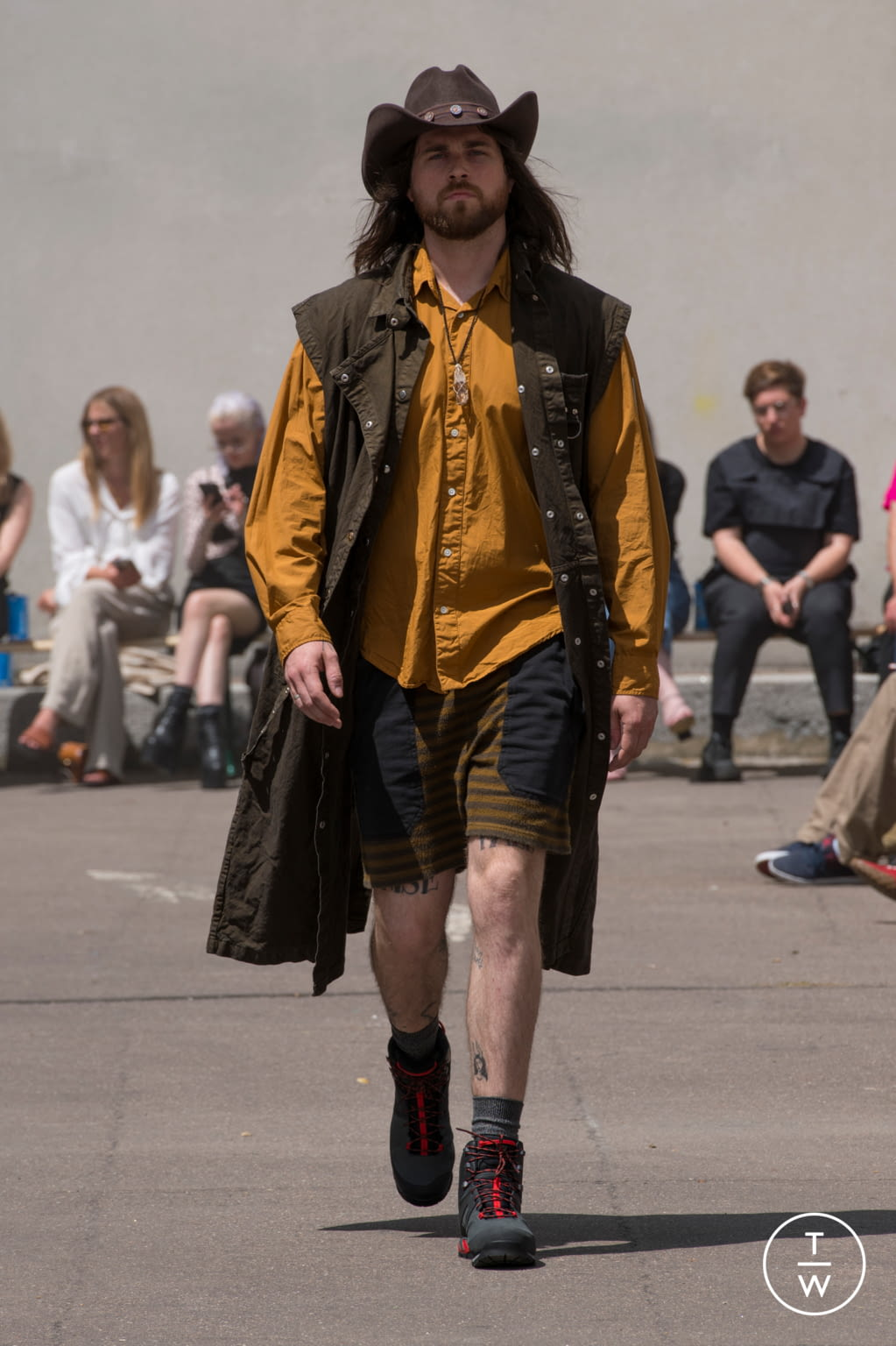 Fashion Week Paris Spring/Summer 2020 look 9 from the PHIPPS collection 男装