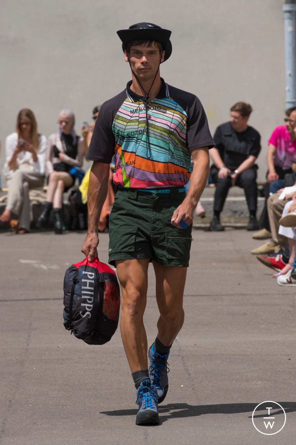 Fashion Week Paris Spring/Summer 2020 look 13 from the PHIPPS collection menswear
