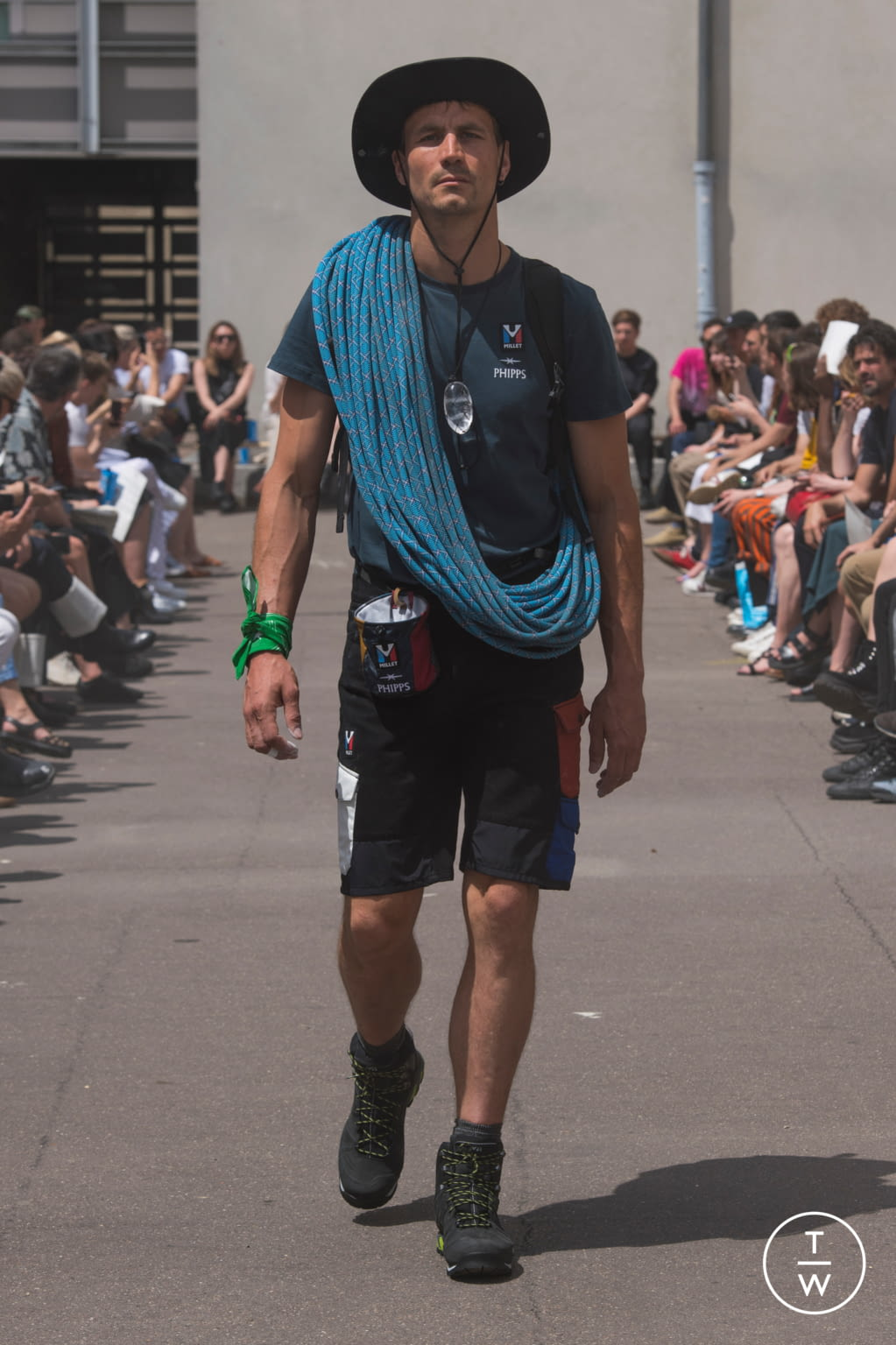 Fashion Week Paris Spring/Summer 2020 look 15 from the PHIPPS collection menswear