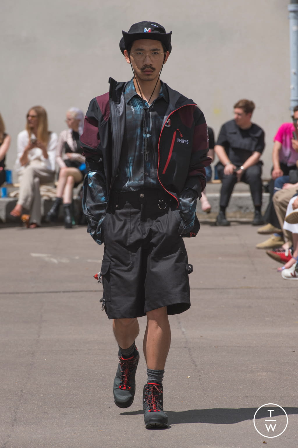 Fashion Week Paris Spring/Summer 2020 look 16 from the PHIPPS collection menswear