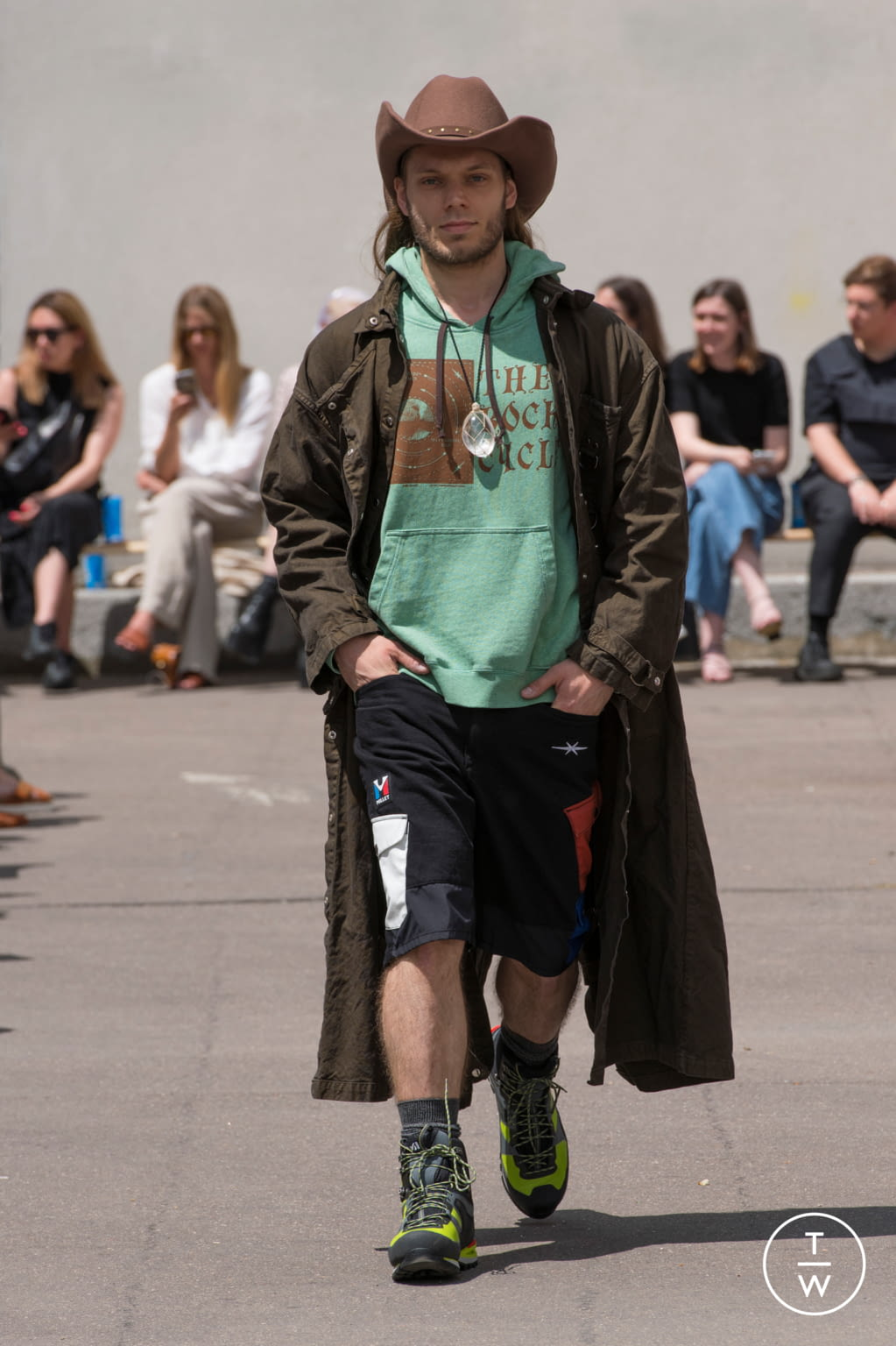 Fashion Week Paris Spring/Summer 2020 look 18 from the PHIPPS collection menswear