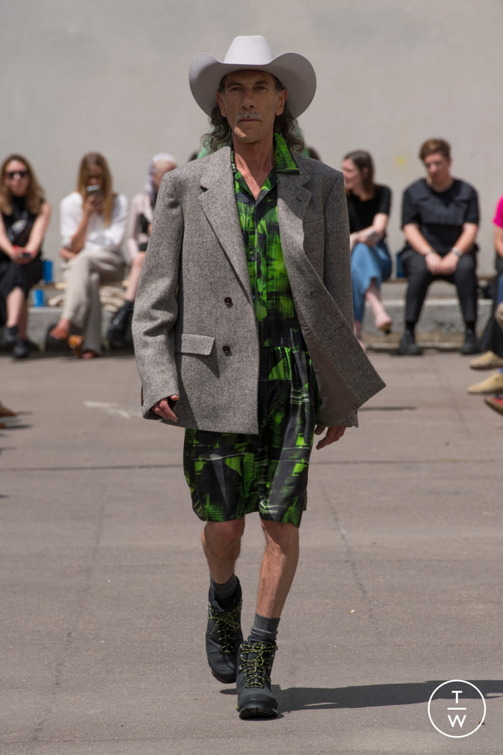 Fashion Week Paris Spring/Summer 2020 look 19 from the PHIPPS collection menswear