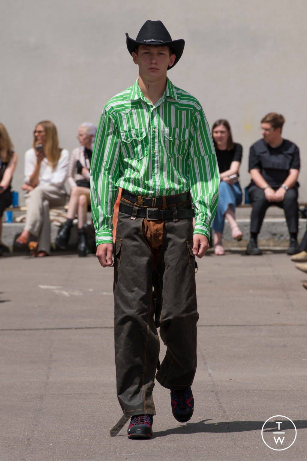 Fashion Week Paris Spring/Summer 2020 look 20 from the PHIPPS collection menswear