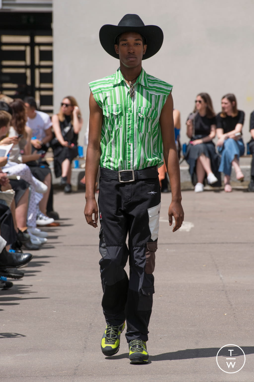 Fashion Week Paris Spring/Summer 2020 look 21 from the PHIPPS collection 男装