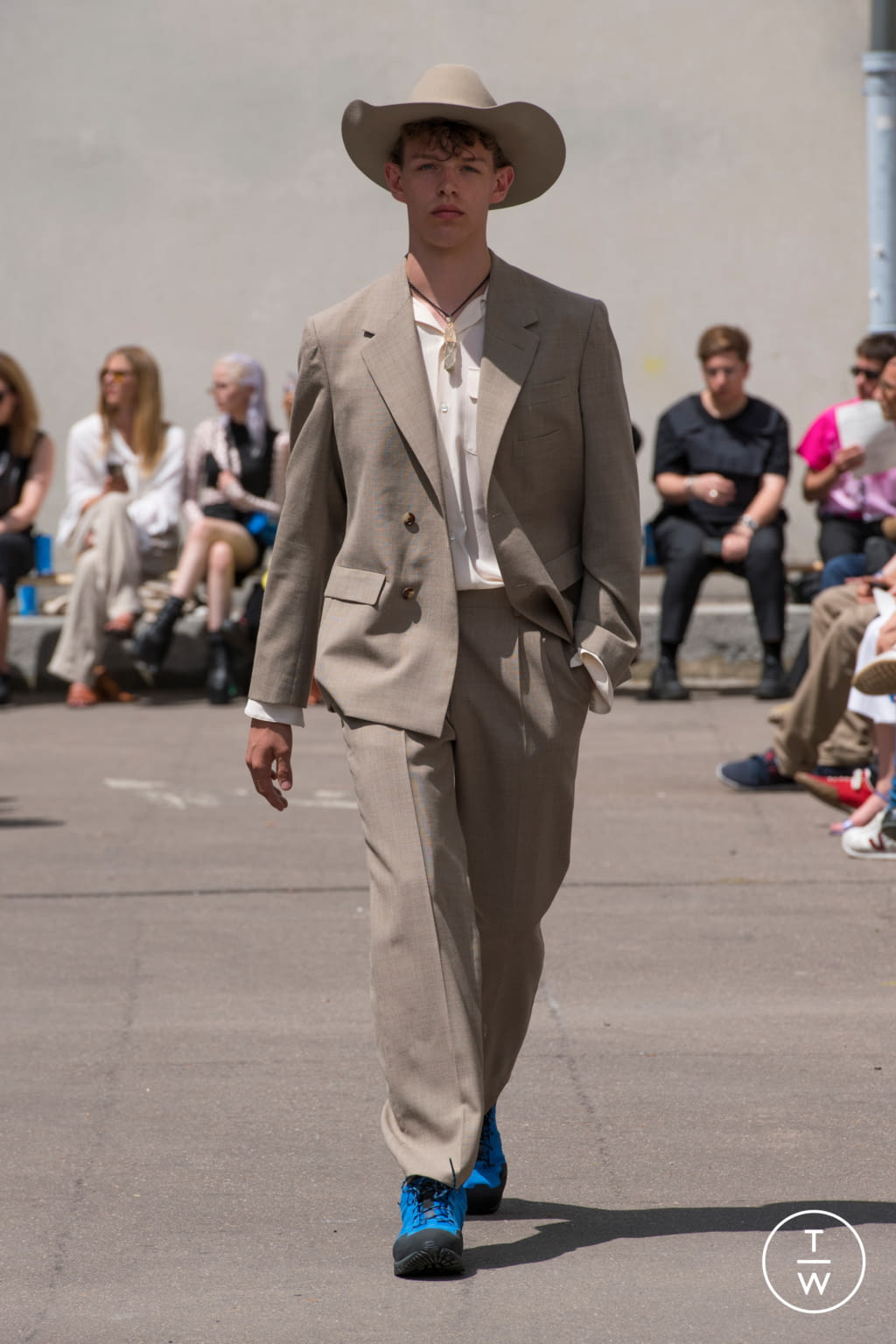Fashion Week Paris Spring/Summer 2020 look 22 from the PHIPPS collection menswear