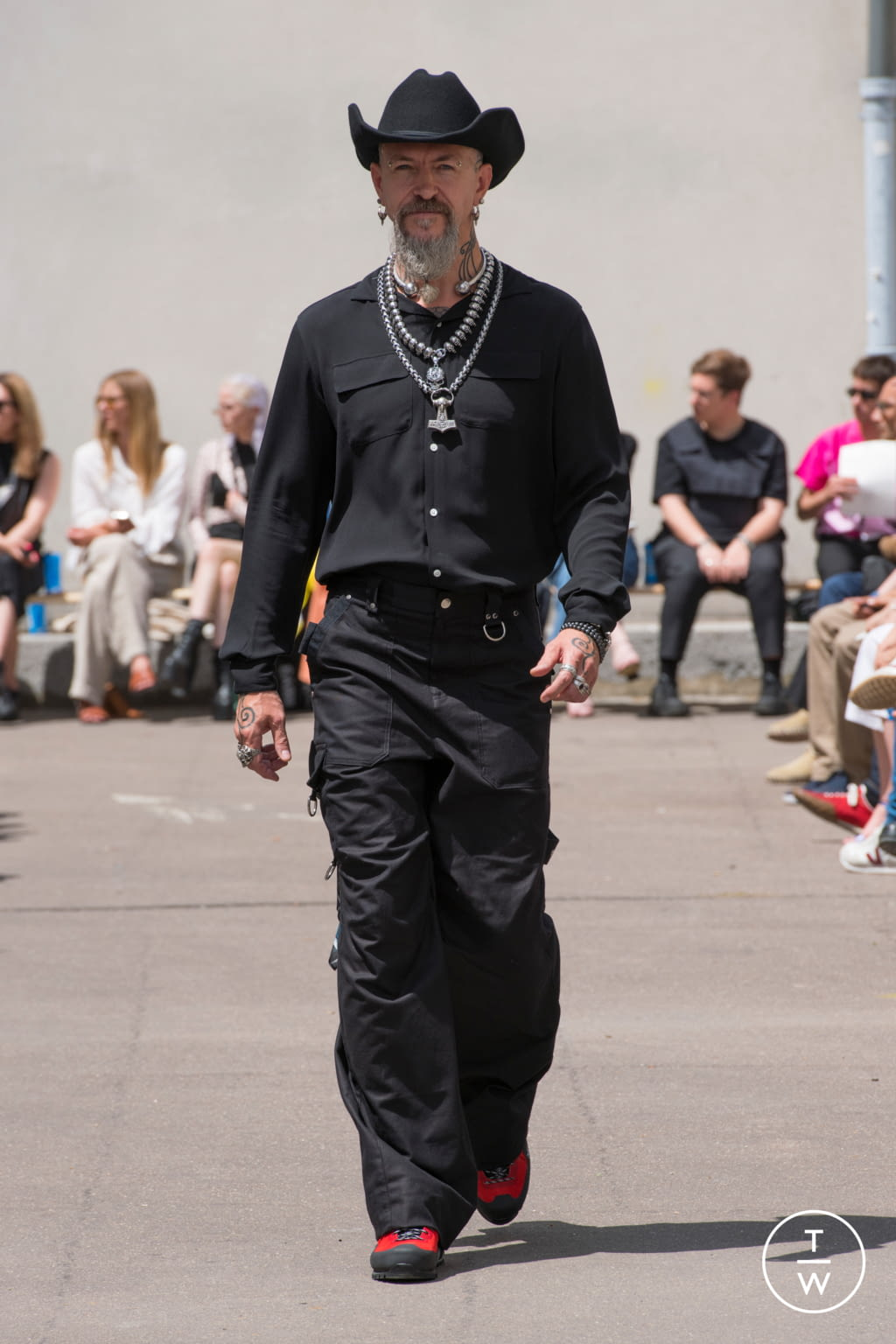 Fashion Week Paris Spring/Summer 2020 look 25 from the PHIPPS collection menswear