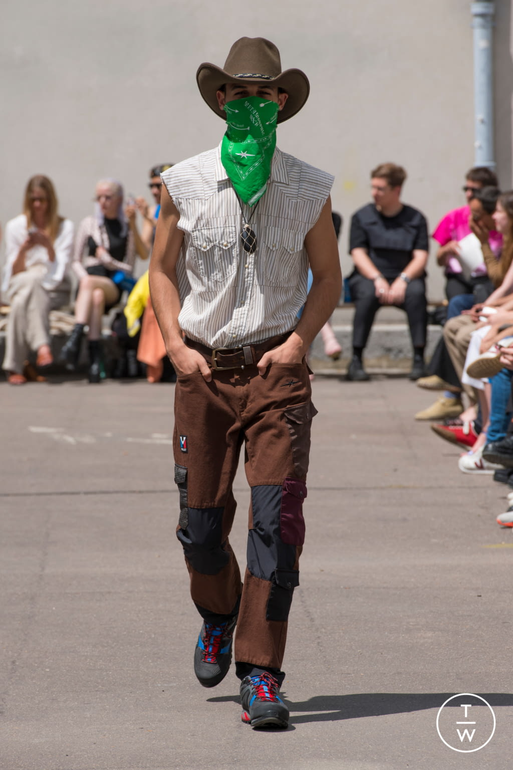 Fashion Week Paris Spring/Summer 2020 look 24 from the PHIPPS collection 男装