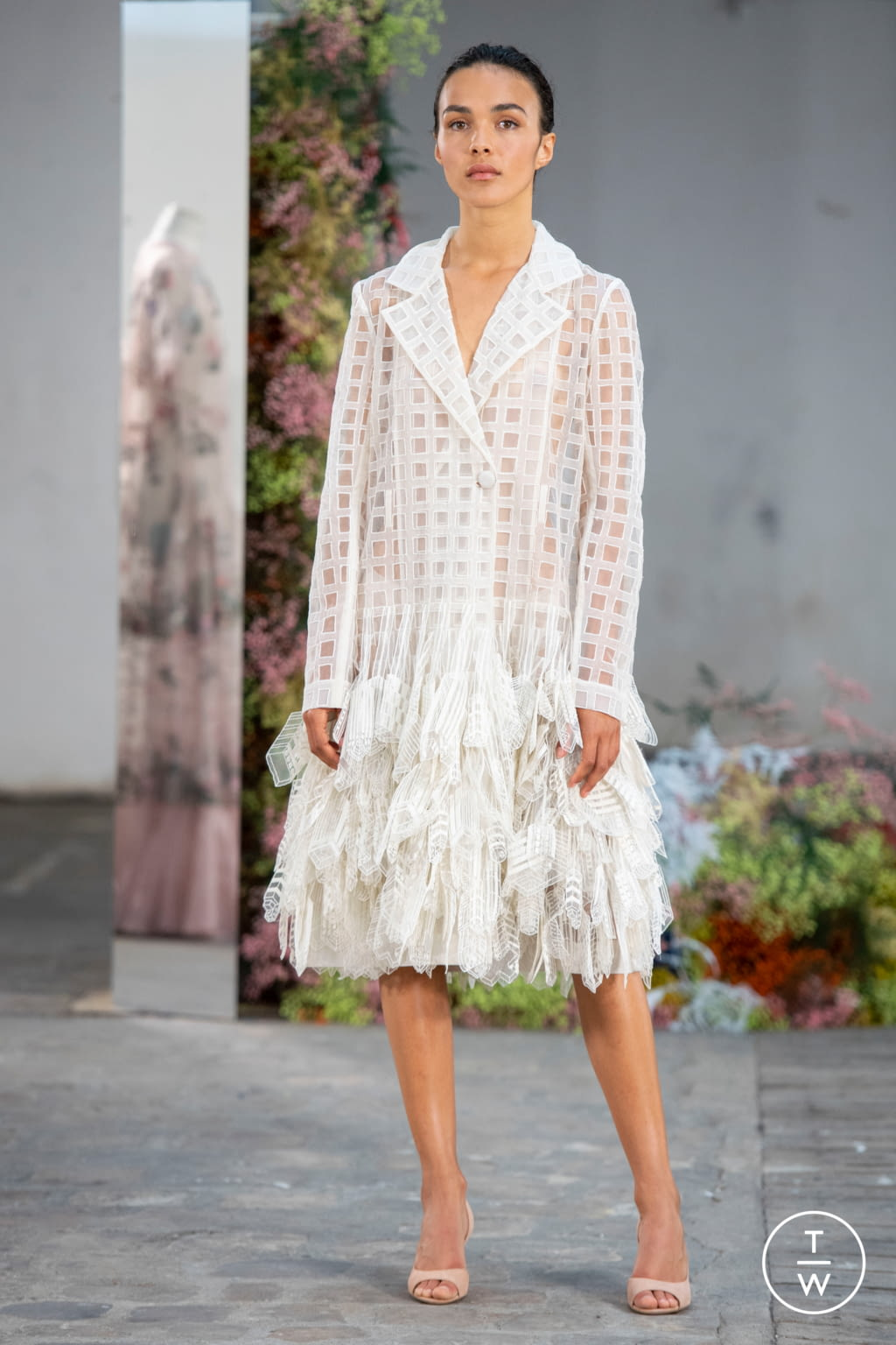 Fashion Week Paris Fall/Winter 2019 look 4 from the Rahul Mishra collection couture