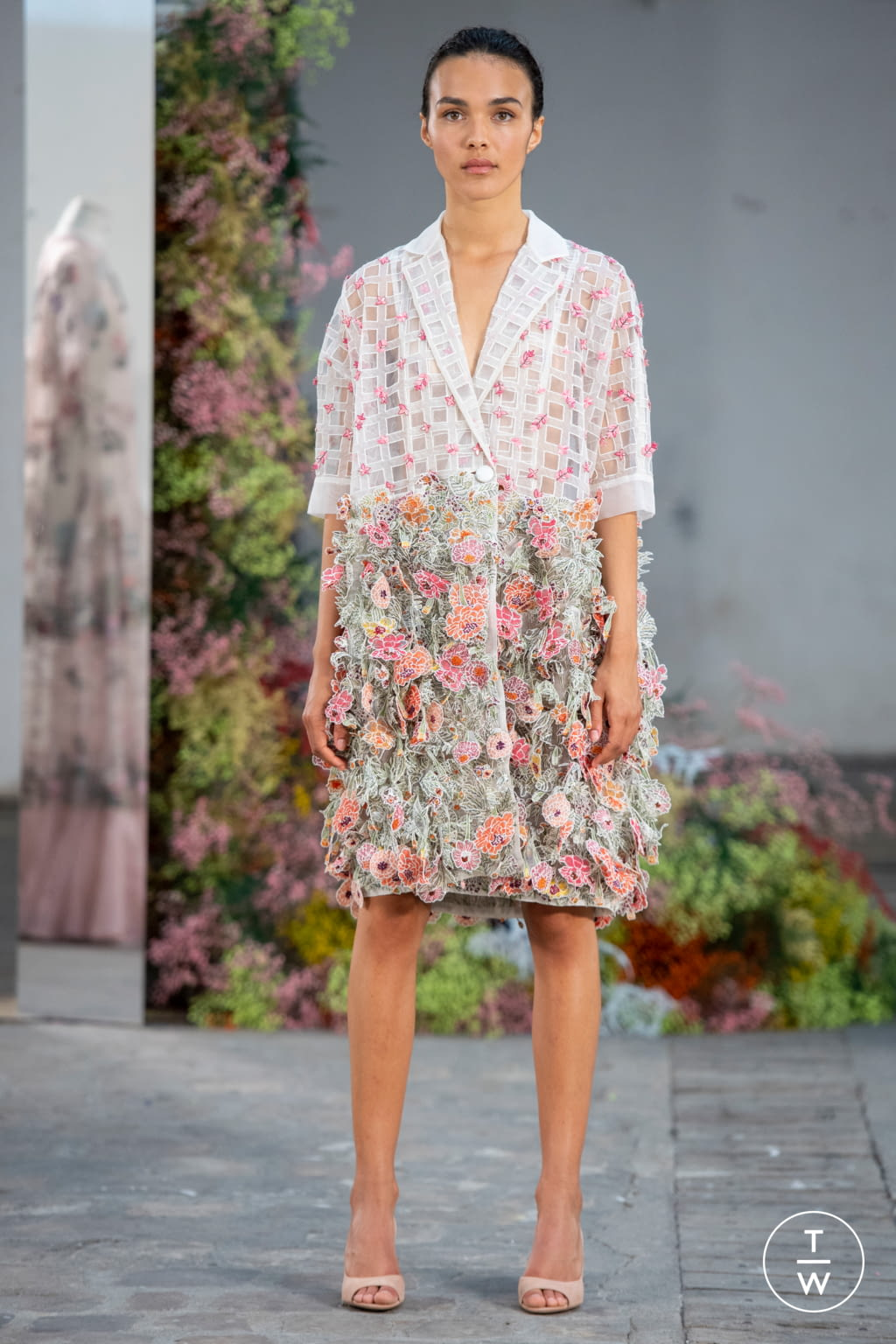 Fashion Week Paris Fall/Winter 2019 look 7 from the Rahul Mishra collection couture