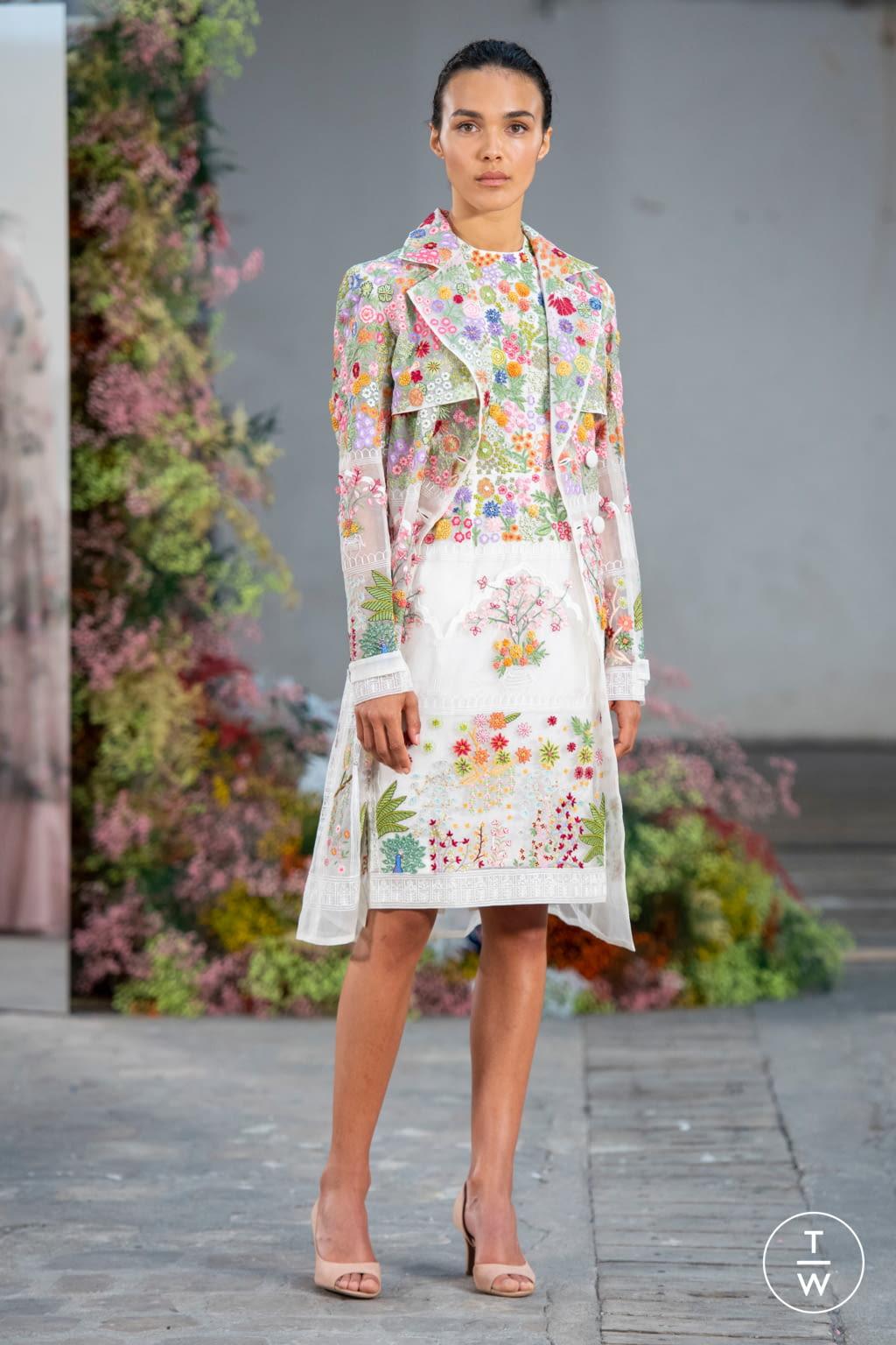 Fashion Week Paris Fall/Winter 2019 look 12 de la collection Rahul Mishra couture