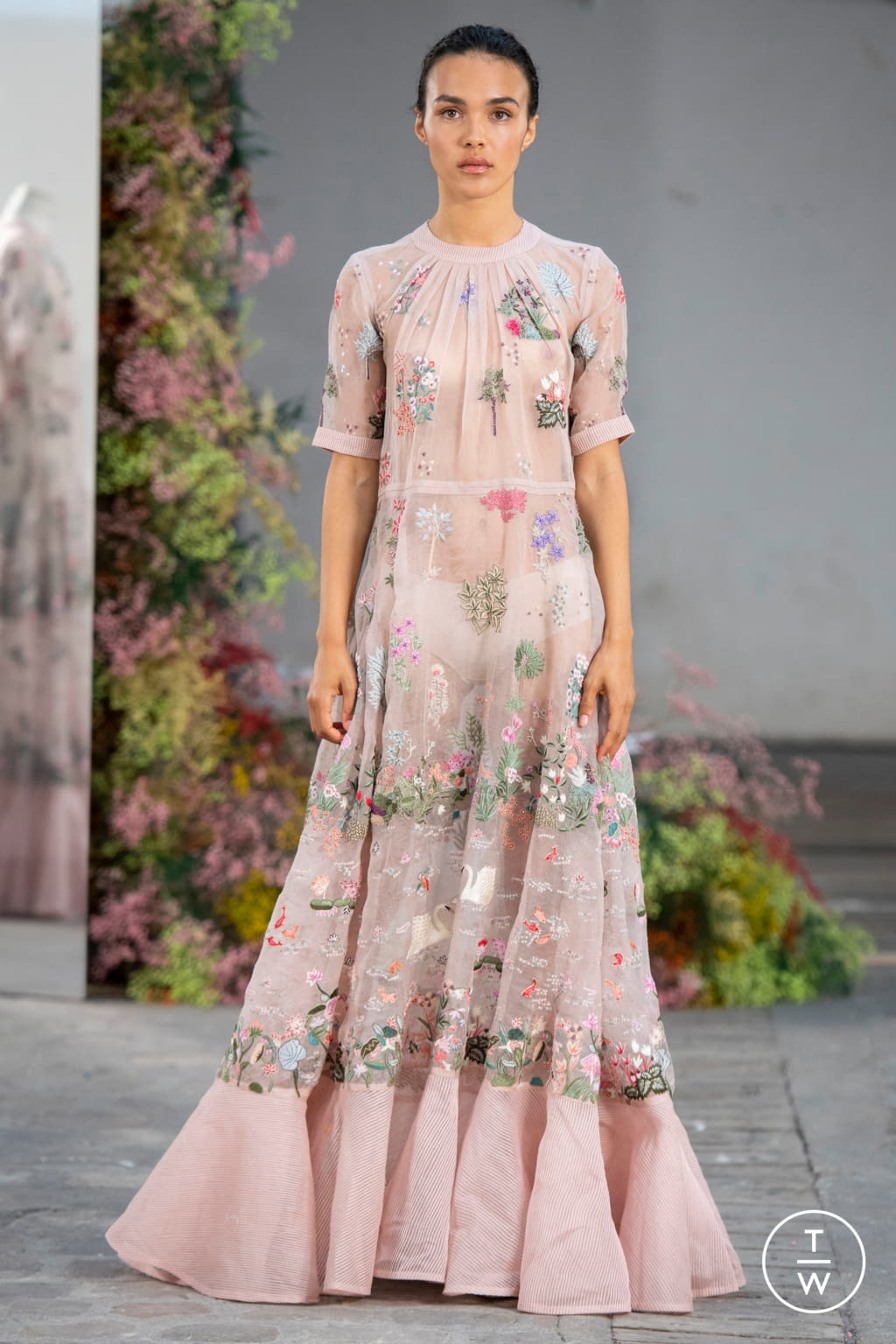Fashion Week Paris Fall/Winter 2019 look 16 from the Rahul Mishra collection couture
