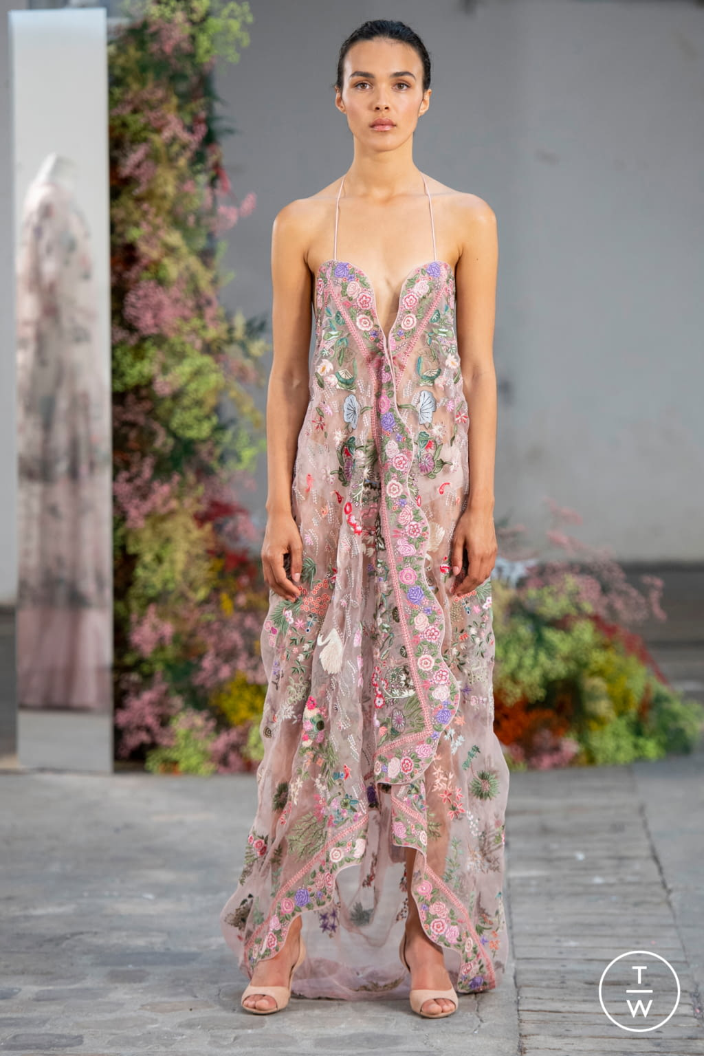 Fashion Week Paris Fall/Winter 2019 look 18 from the Rahul Mishra collection couture