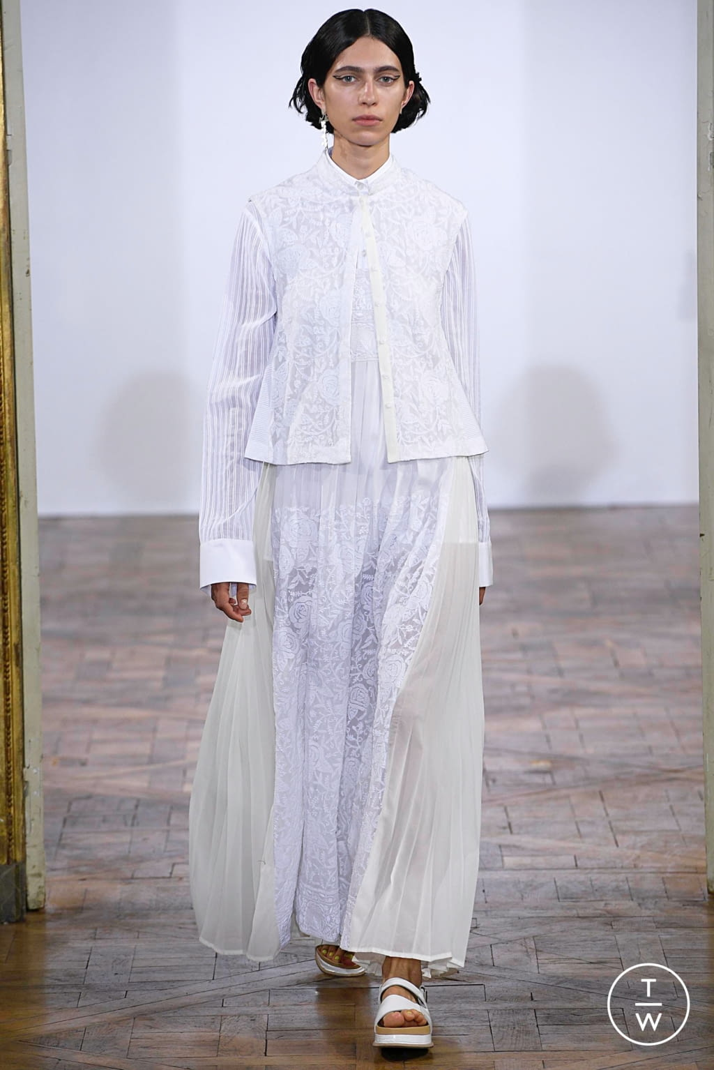 Fashion Week Paris Spring/Summer 2019 look 4 from the Rahul Mishra collection womenswear