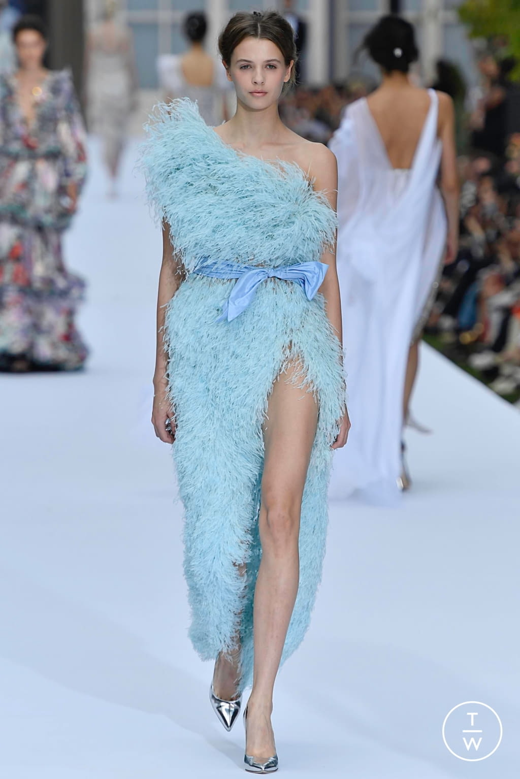 Fashion Week Paris Fall/Winter 2019 look 9 from the Ralph & Russo collection couture
