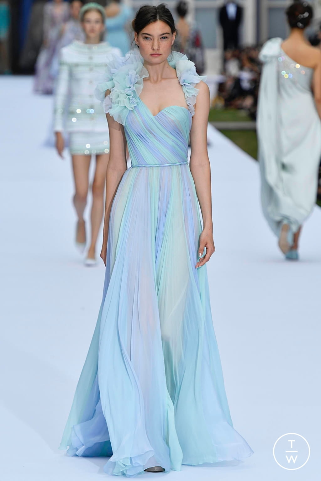 Fashion Week Paris Fall/Winter 2019 look 13 from the Ralph & Russo collection couture