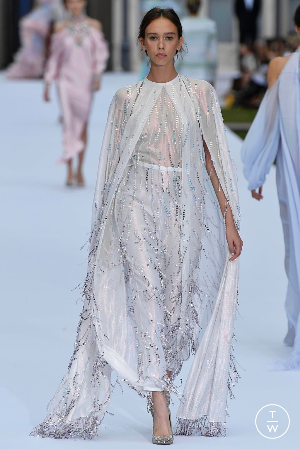Fashion Week Paris Fall/Winter 2019 look 17 from the Ralph & Russo collection couture