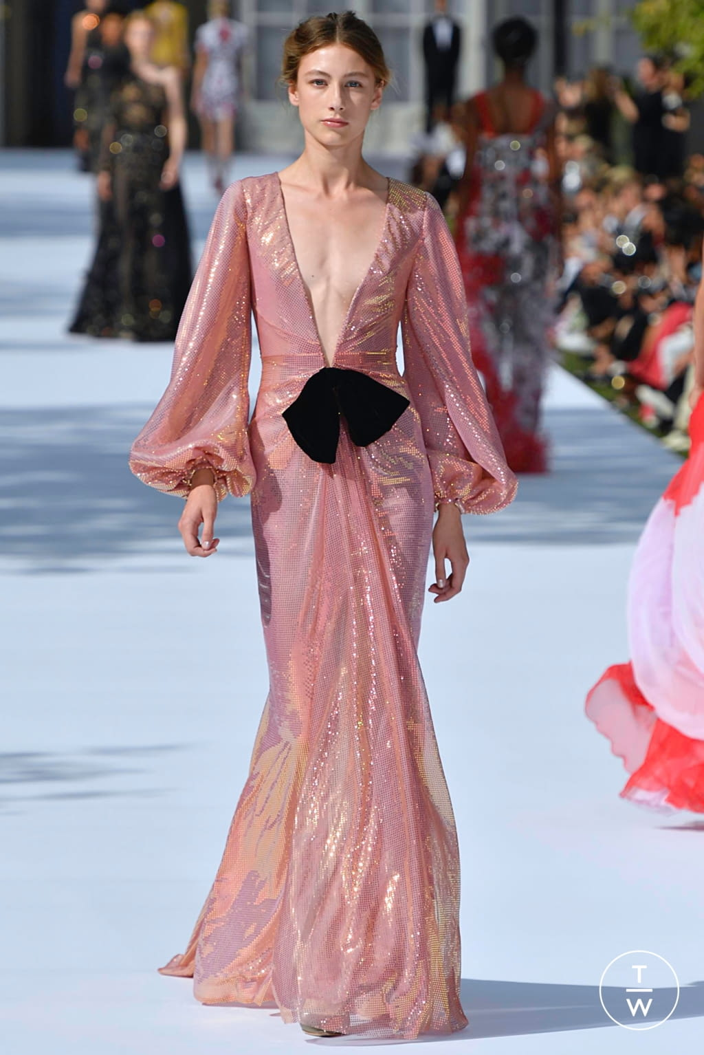 Fashion Week Paris Fall/Winter 2019 look 30 from the Ralph & Russo collection couture