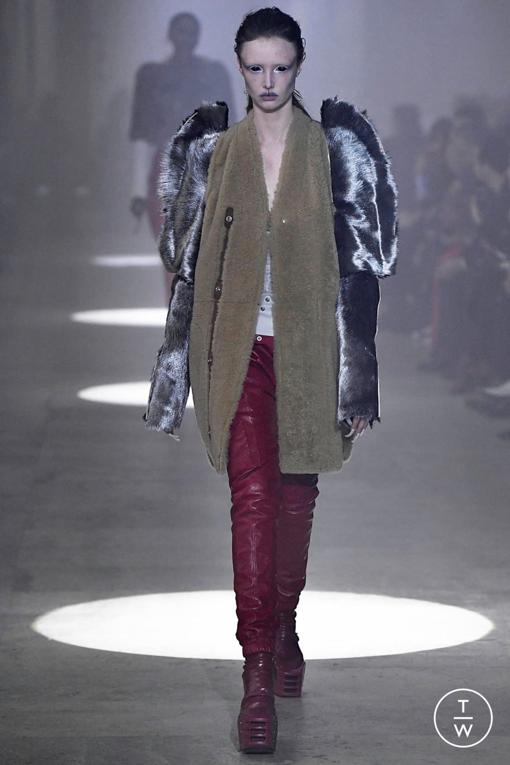 Fashion Week Paris Fall/Winter 2019 look 14 from the Rick Owens collection womenswear