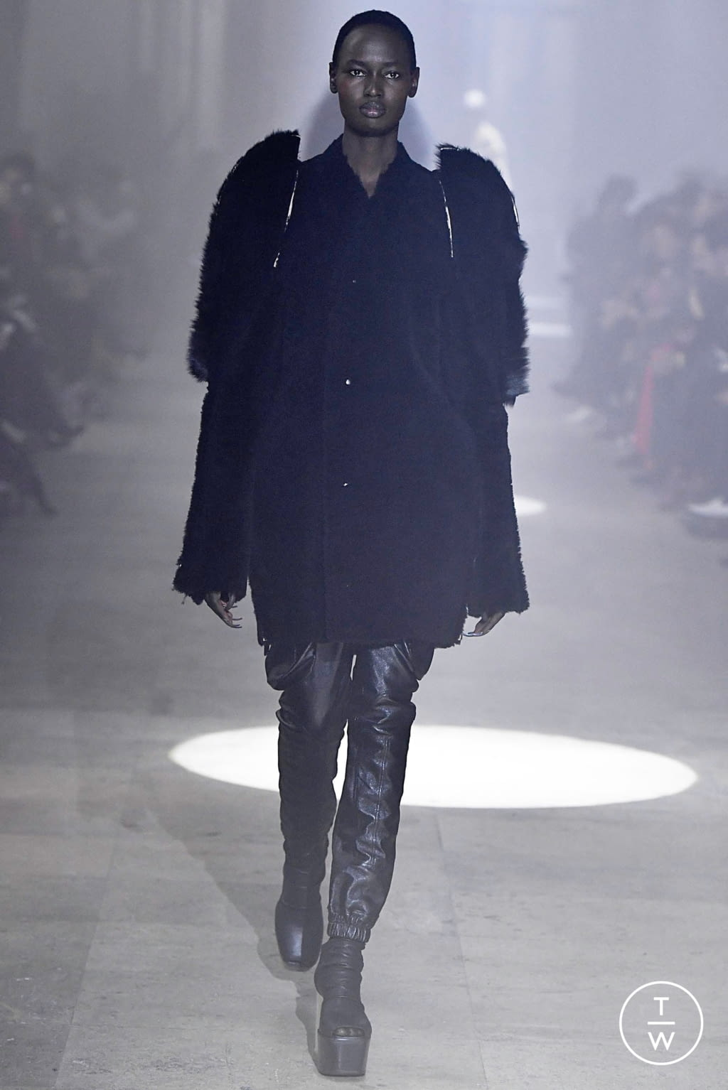 Fashion Week Paris Fall/Winter 2019 look 31 from the Rick Owens collection womenswear