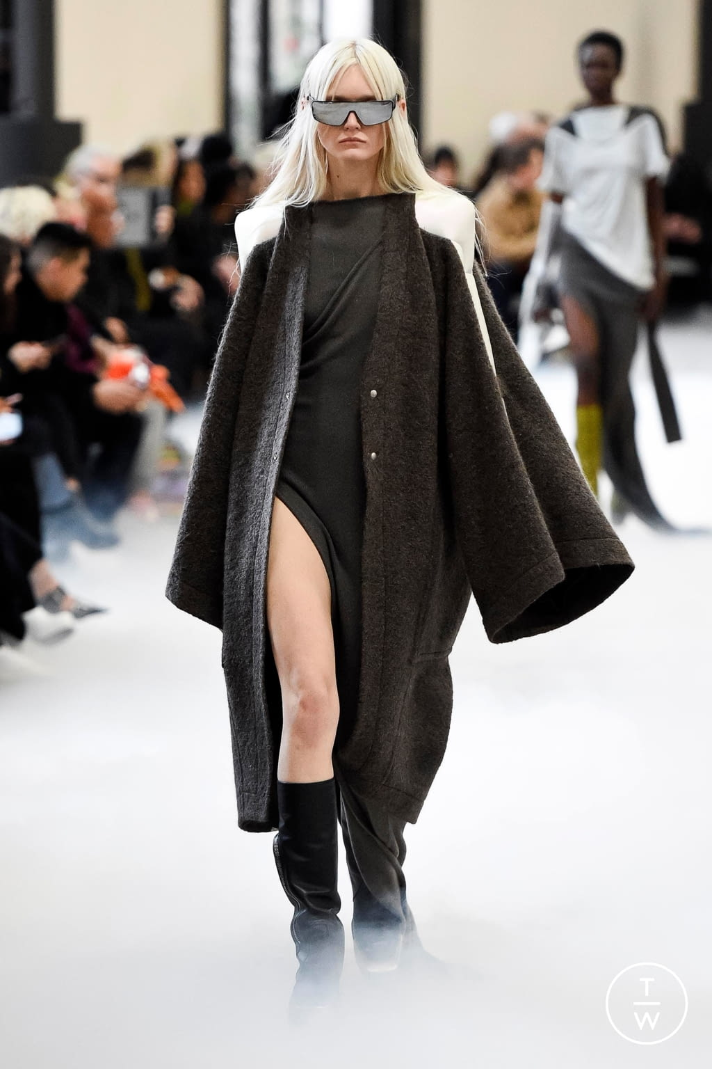 Fashion Week Paris Fall/Winter 2020 look 5 from the Rick Owens collection 女装