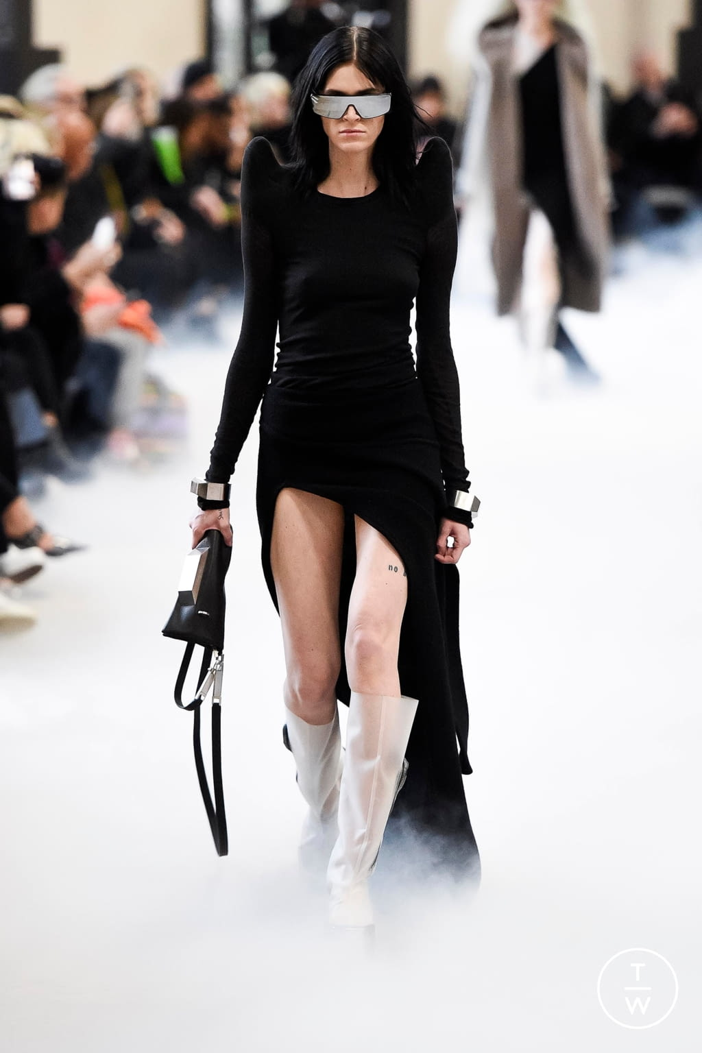 Fashion Week Paris Fall/Winter 2020 look 9 from the Rick Owens collection 女装