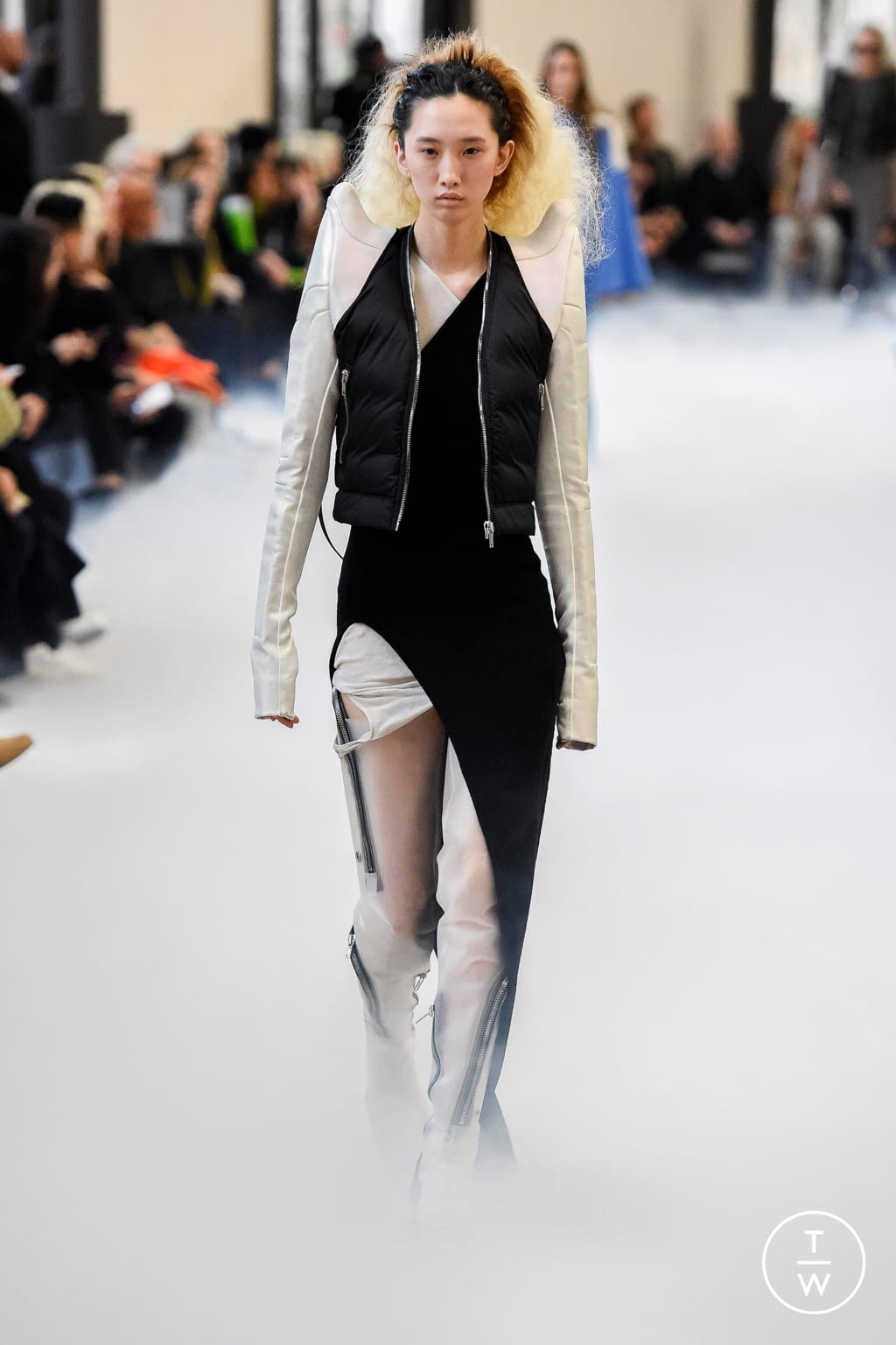 Fashion Week Paris Fall/Winter 2020 look 16 from the Rick Owens collection 女装
