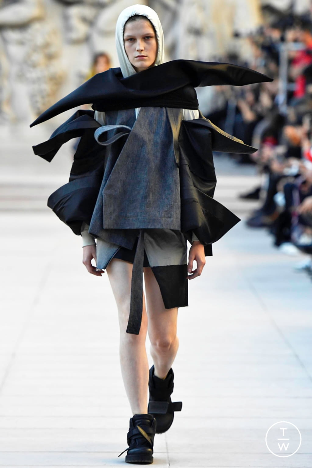 Fashion Week Paris Spring/Summer 2019 look 3 from the Rick Owens collection womenswear