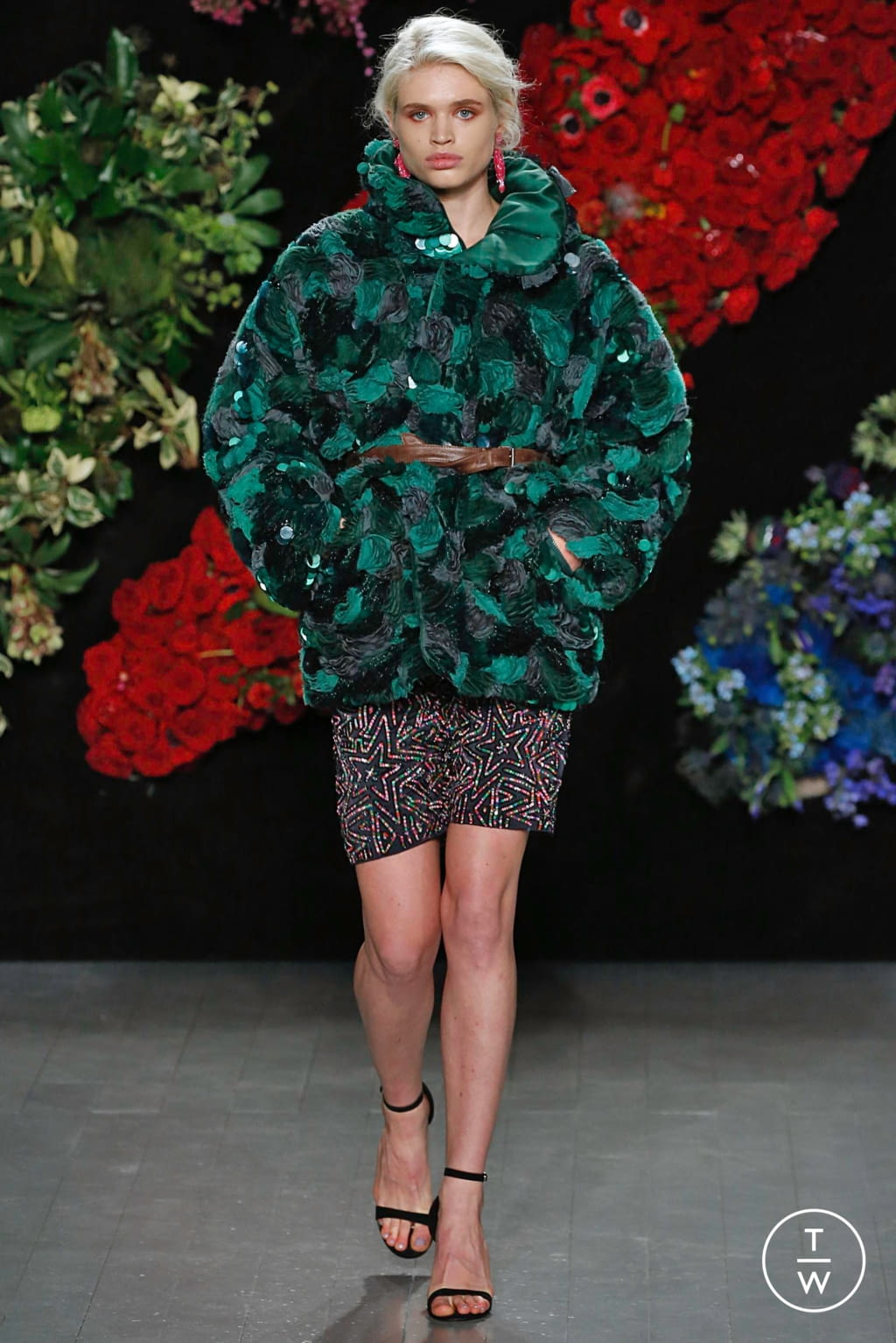 Fashion Week London Fall/Winter 2019 look 22 from the Roberta Einer collection 女装