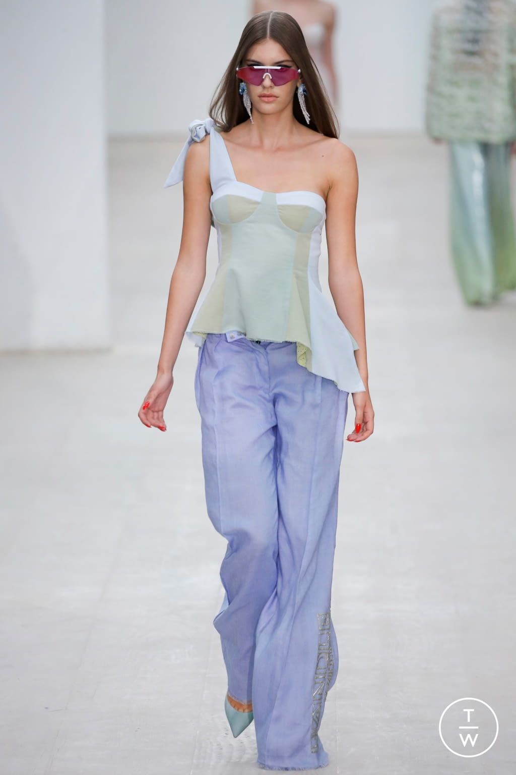 Fashion Week London Spring/Summer 2020 look 6 from the Roberta Einer collection 女装
