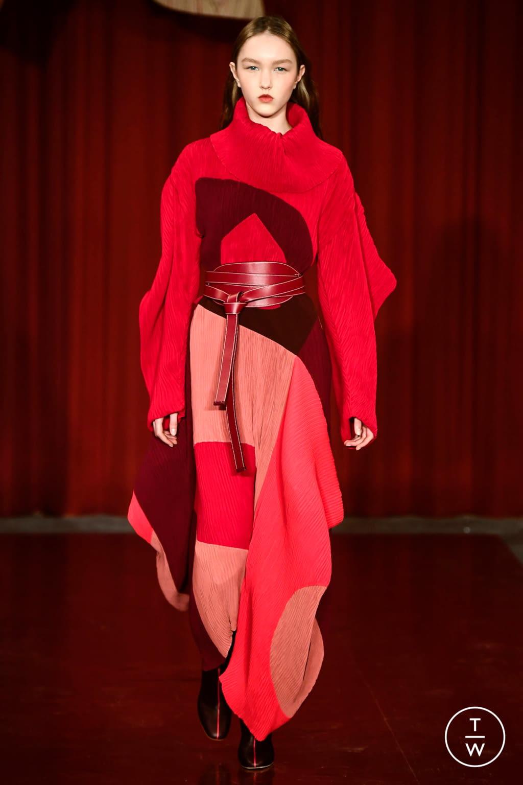Fashion Week London Fall/Winter 2017 look 2 from the Roksanda collection womenswear