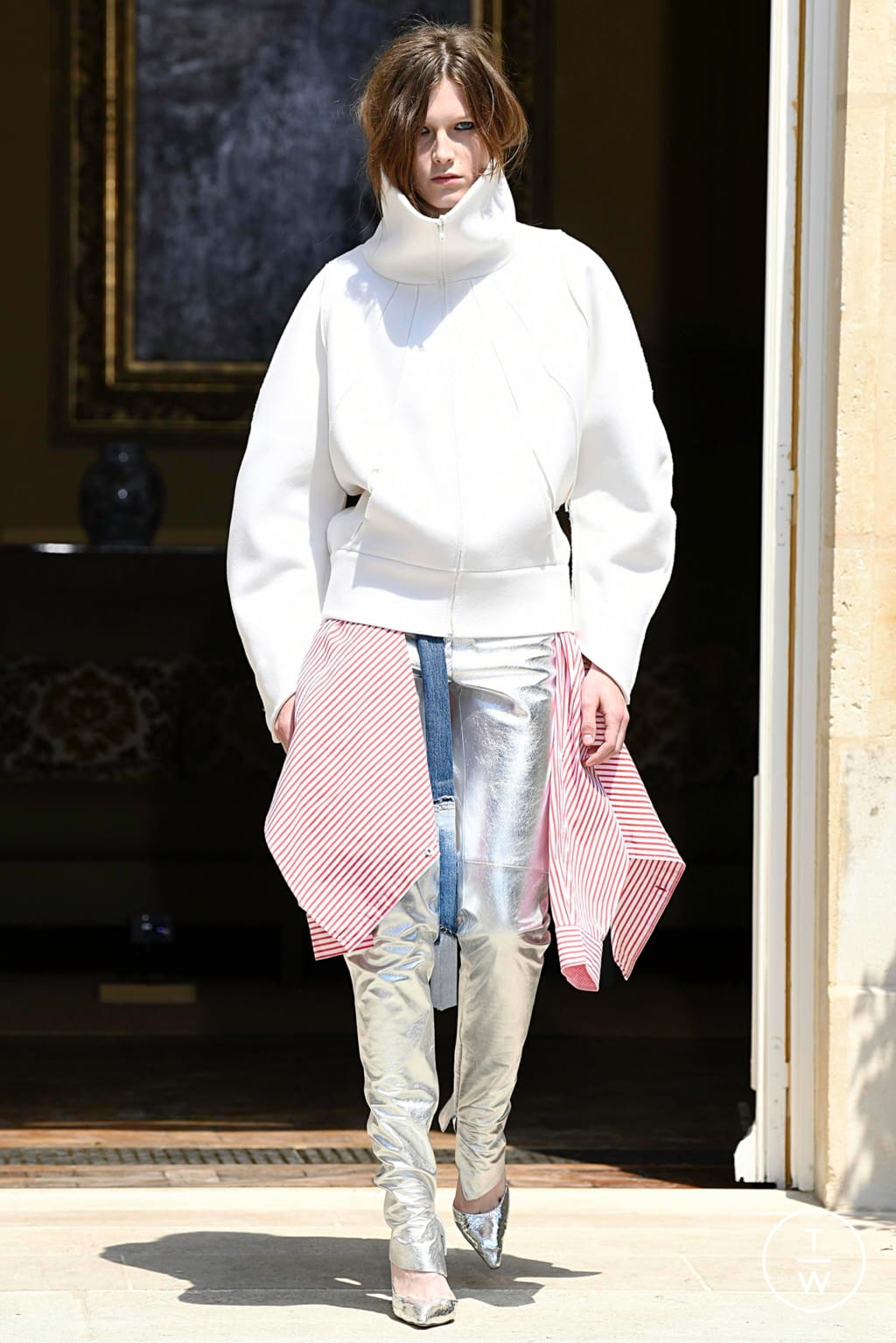 Fashion Week Paris Fall/Winter 2019 look 6 from the Ronald Van Der Kemp collection couture