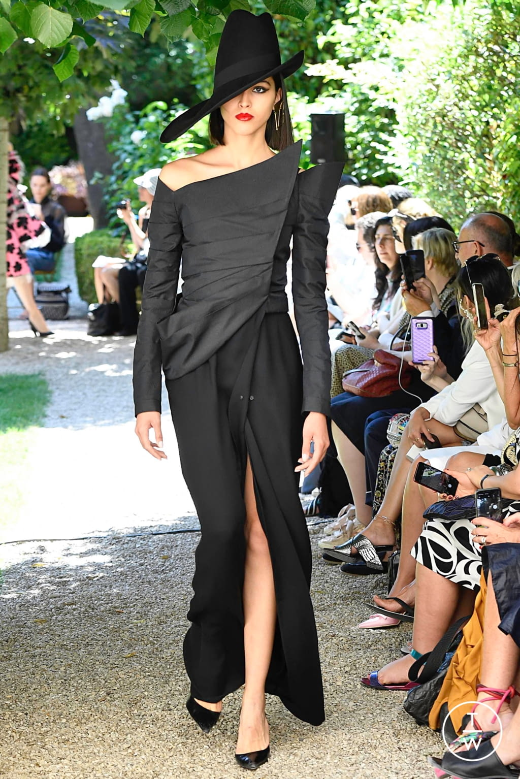 Fashion Week Paris Fall/Winter 2019 look 34 from the Ronald Van Der Kemp collection couture