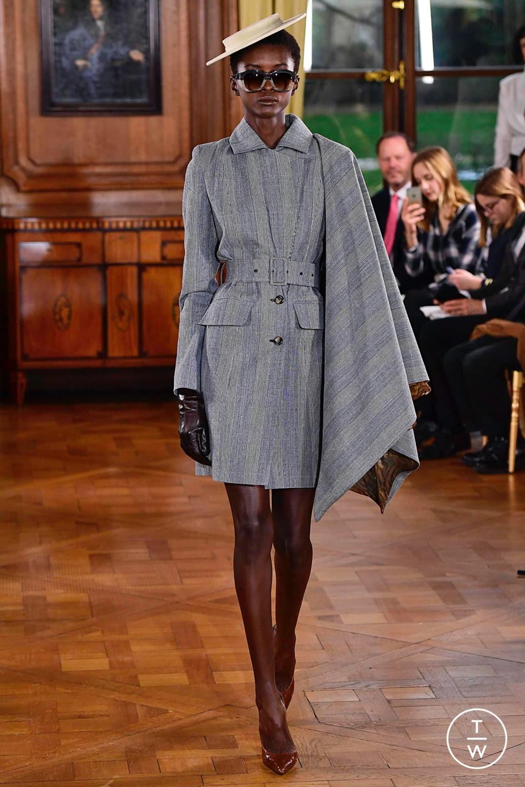 Fashion Week Paris Spring/Summer 2019 look 3 de la collection Ronald Van Der Kemp couture