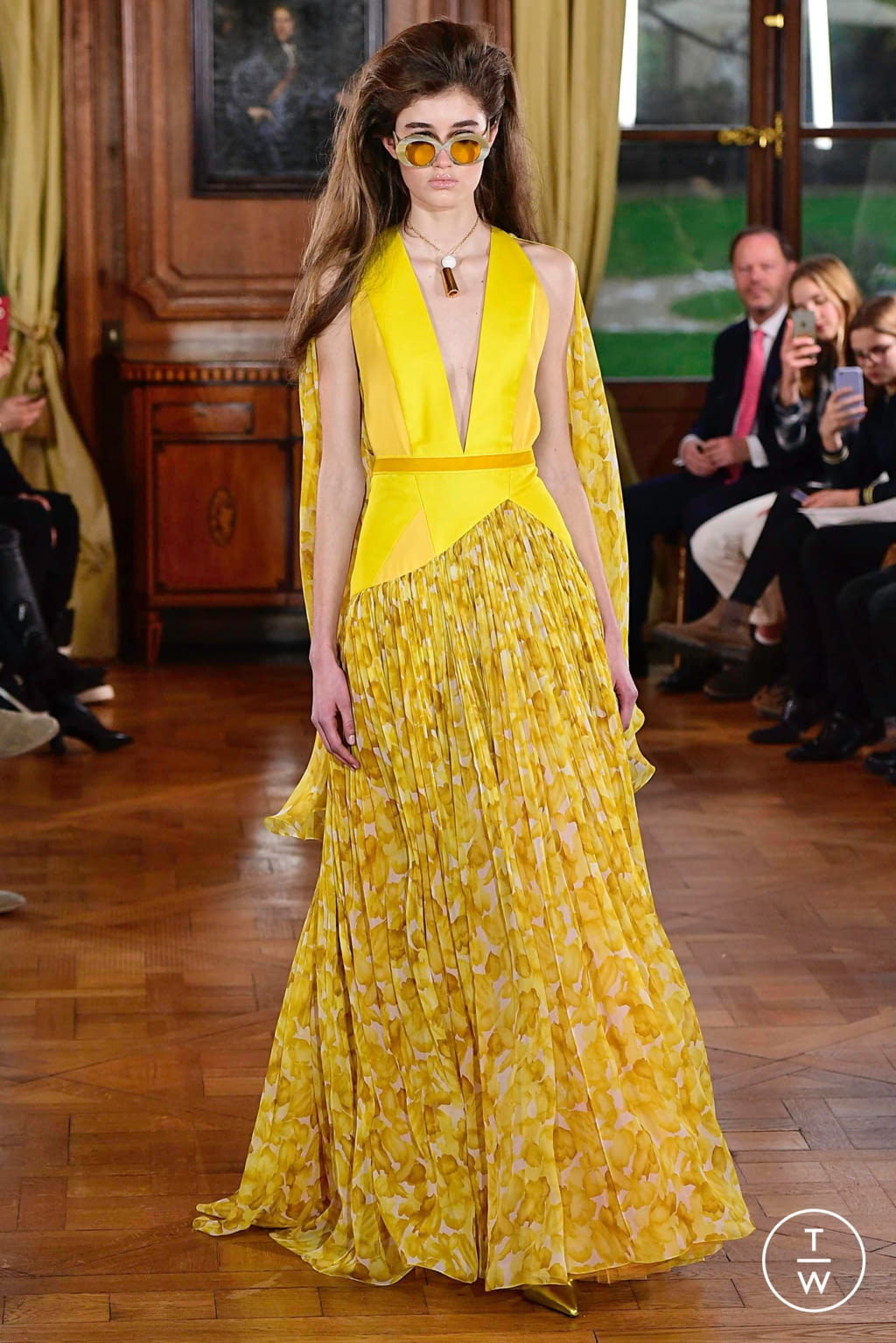 Fashion Week Paris Spring/Summer 2019 look 7 from the Ronald Van Der Kemp collection couture