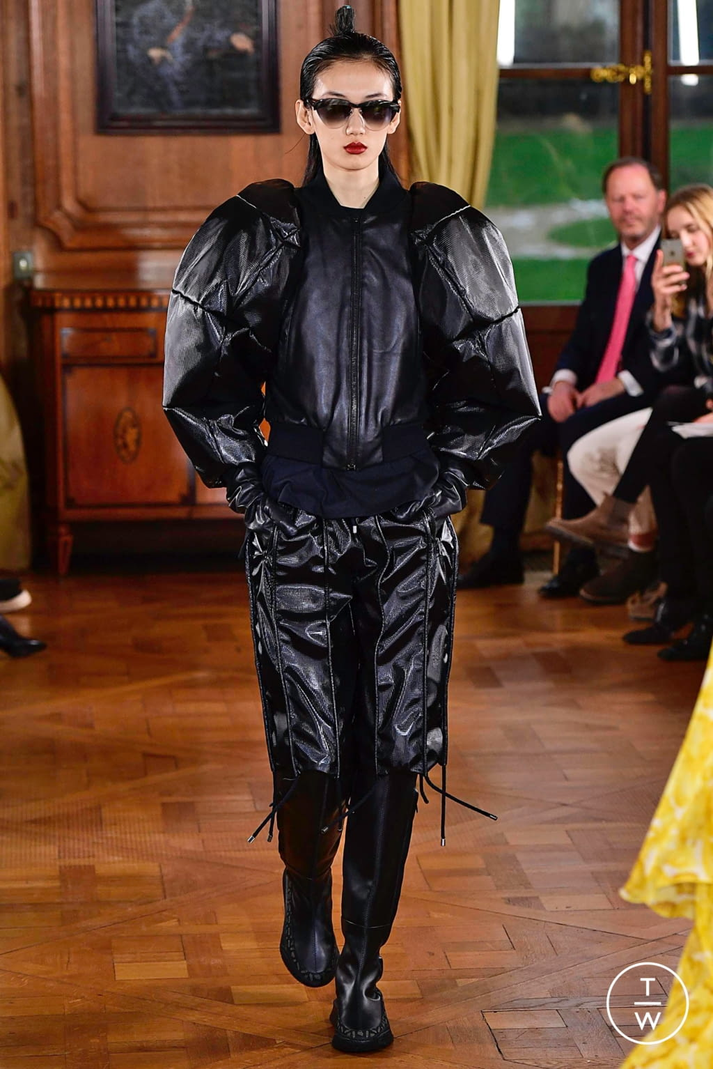 Fashion Week Paris Spring/Summer 2019 look 8 from the Ronald Van Der Kemp collection couture