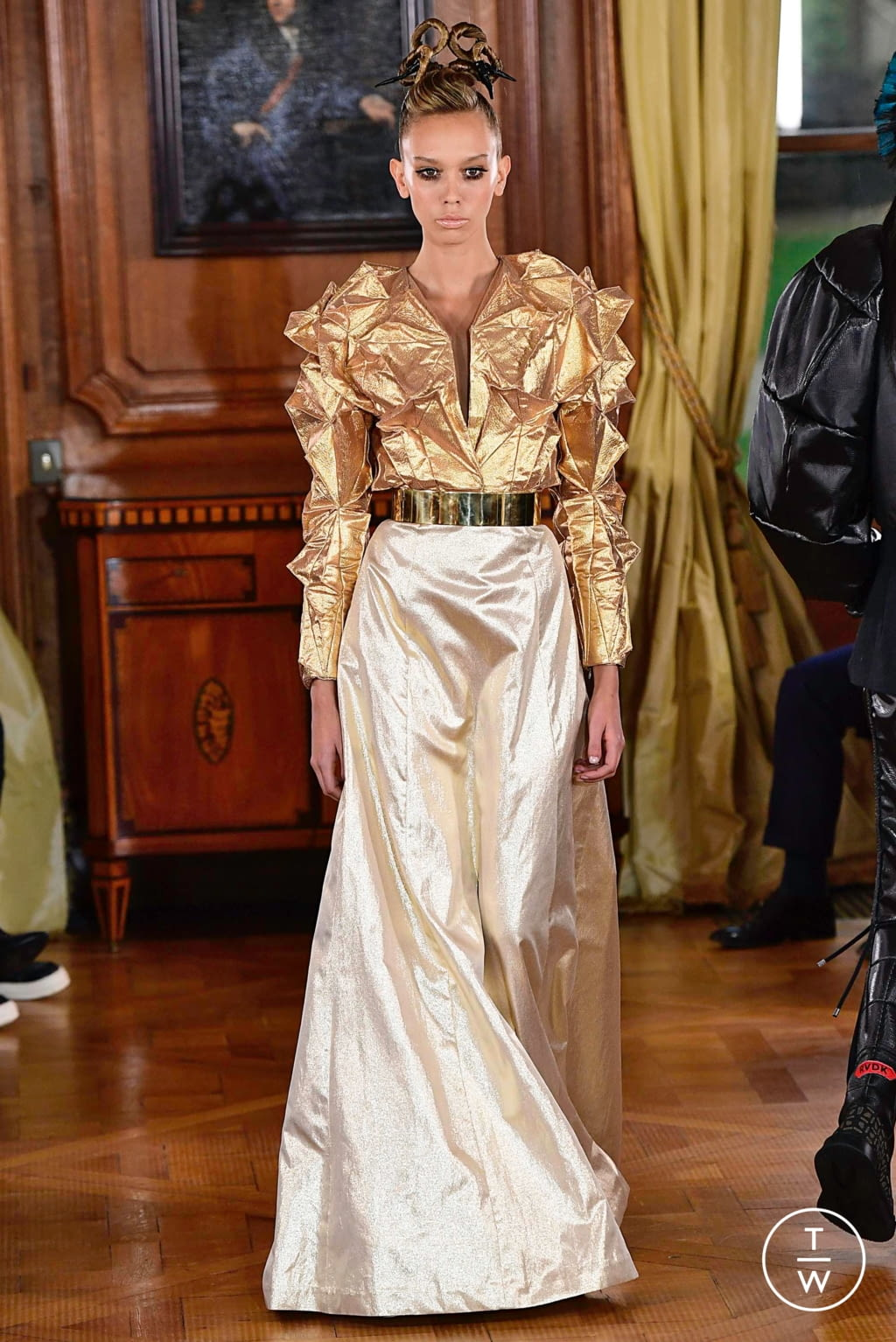 Fashion Week Paris Spring/Summer 2019 look 10 from the Ronald Van Der Kemp collection couture