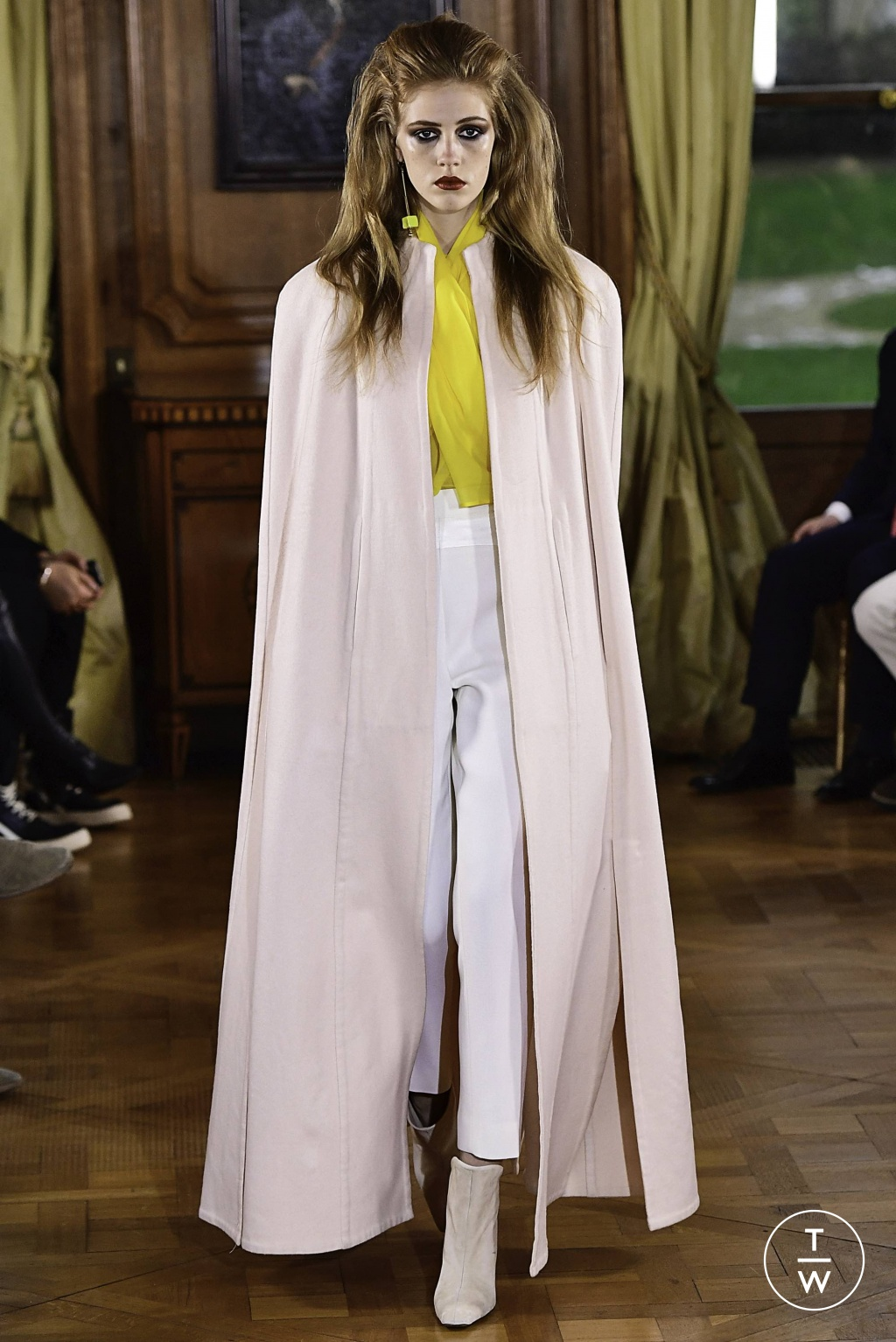 Fashion Week Paris Spring/Summer 2019 look 21 from the Ronald Van Der Kemp collection couture